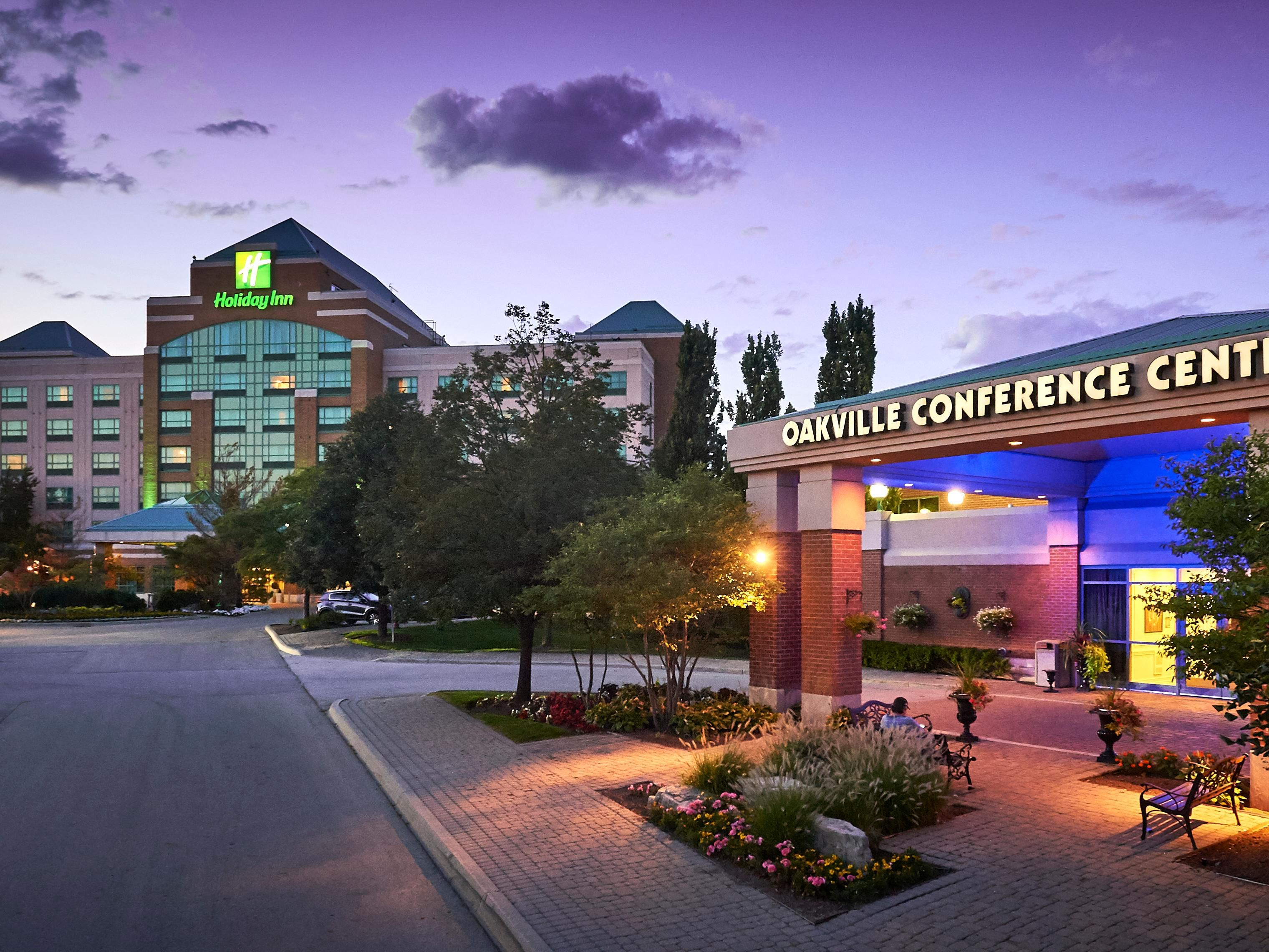 Holiday Inn Suites Oakville Bronte In Milton Ontario