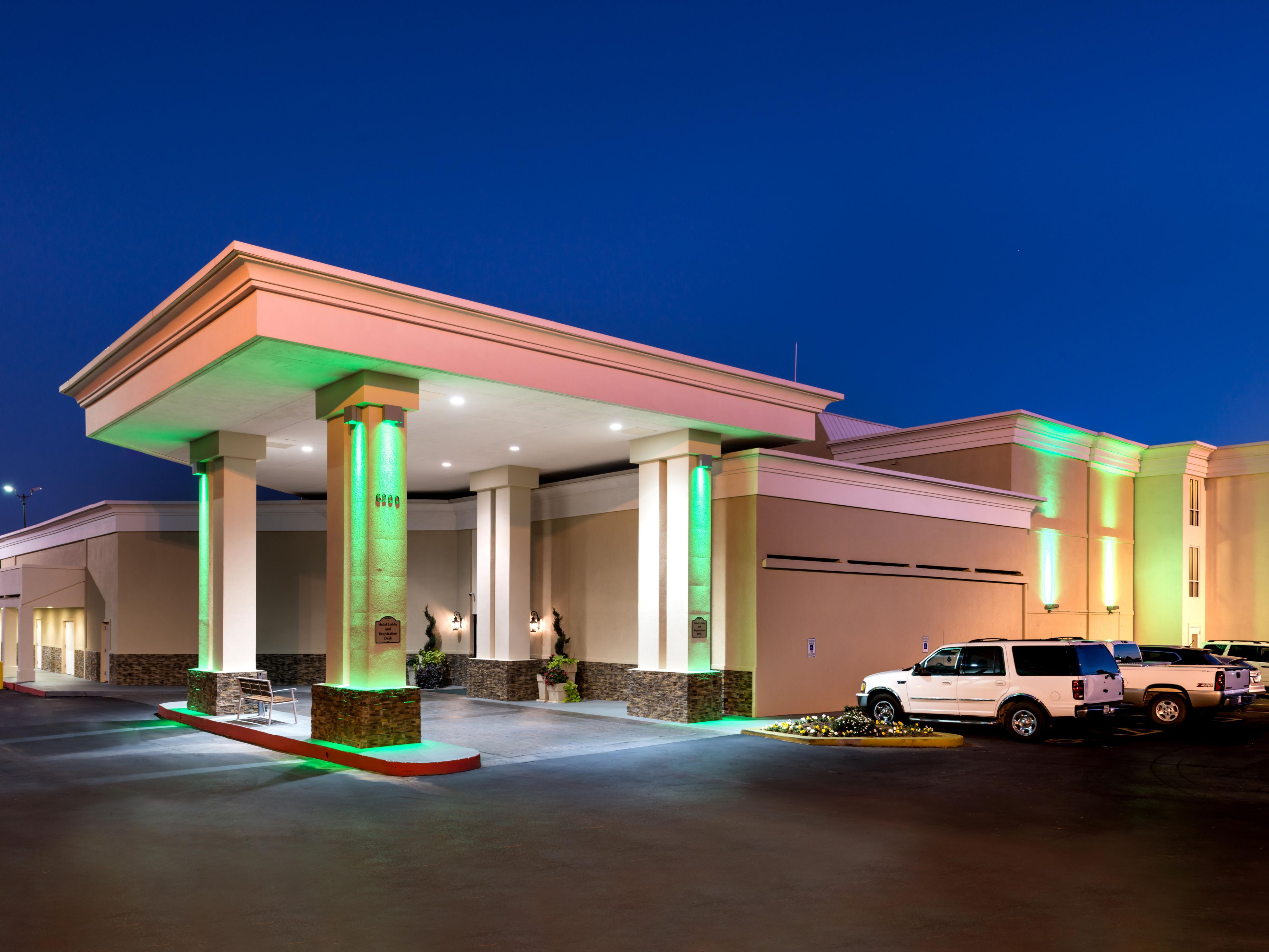 holiday inn hotel suites oklahoma city north ihgのホテル