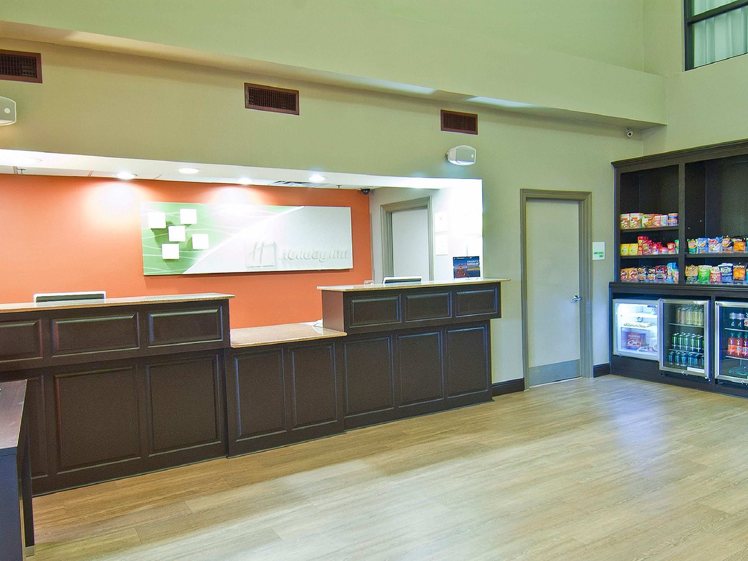 Holiday Inn Opelousas Front Desk and Gift Shop