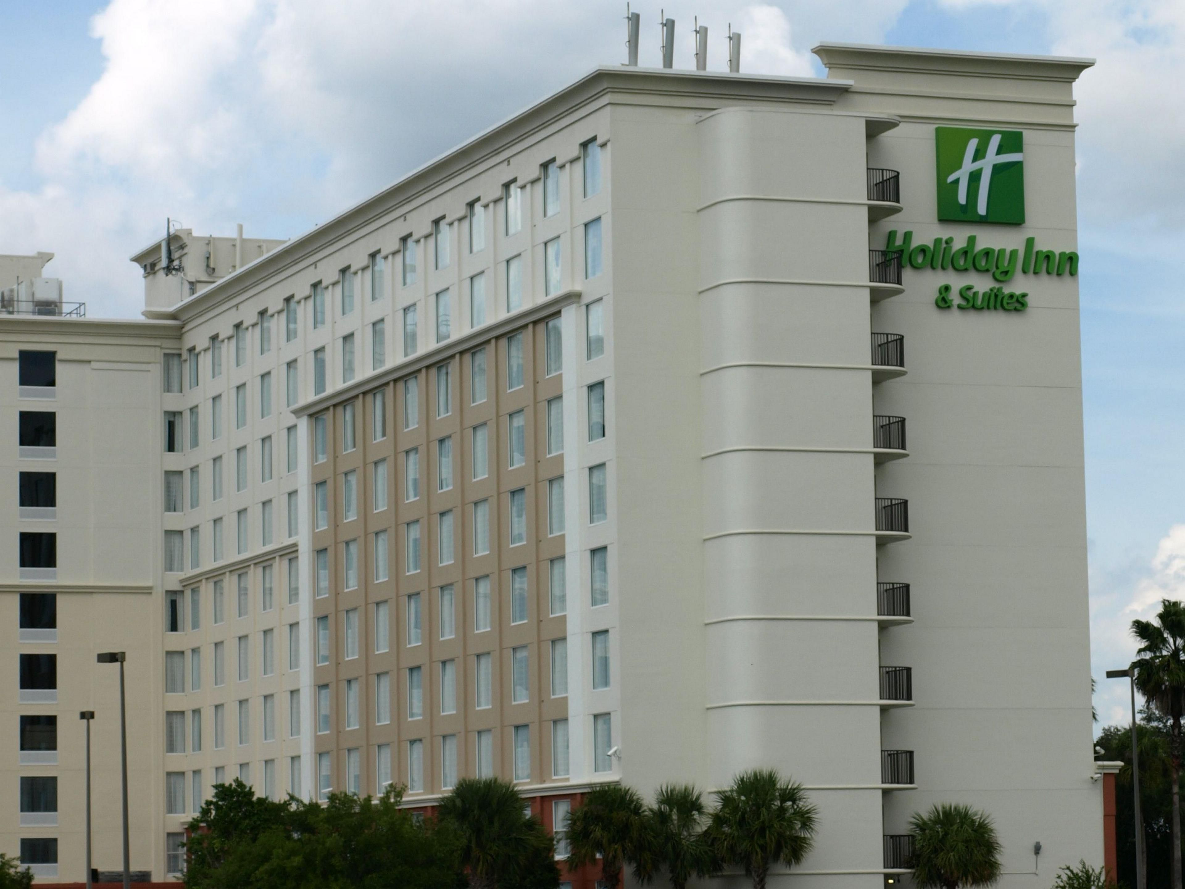 Hotels in orlando holiday inn hotel suites across from for Hotels universal orlando