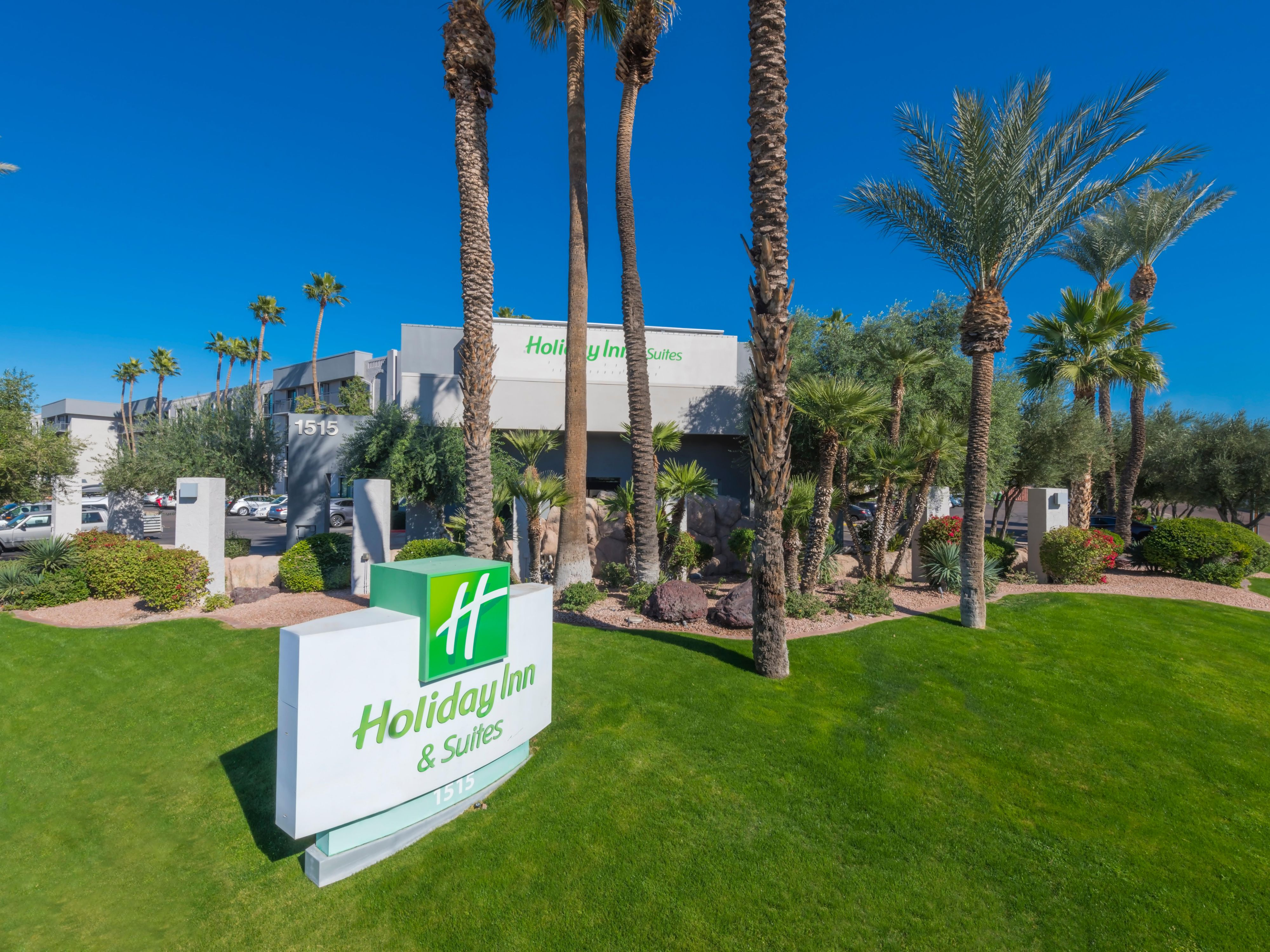 Holiday Inn Suites Phoenix Airport North