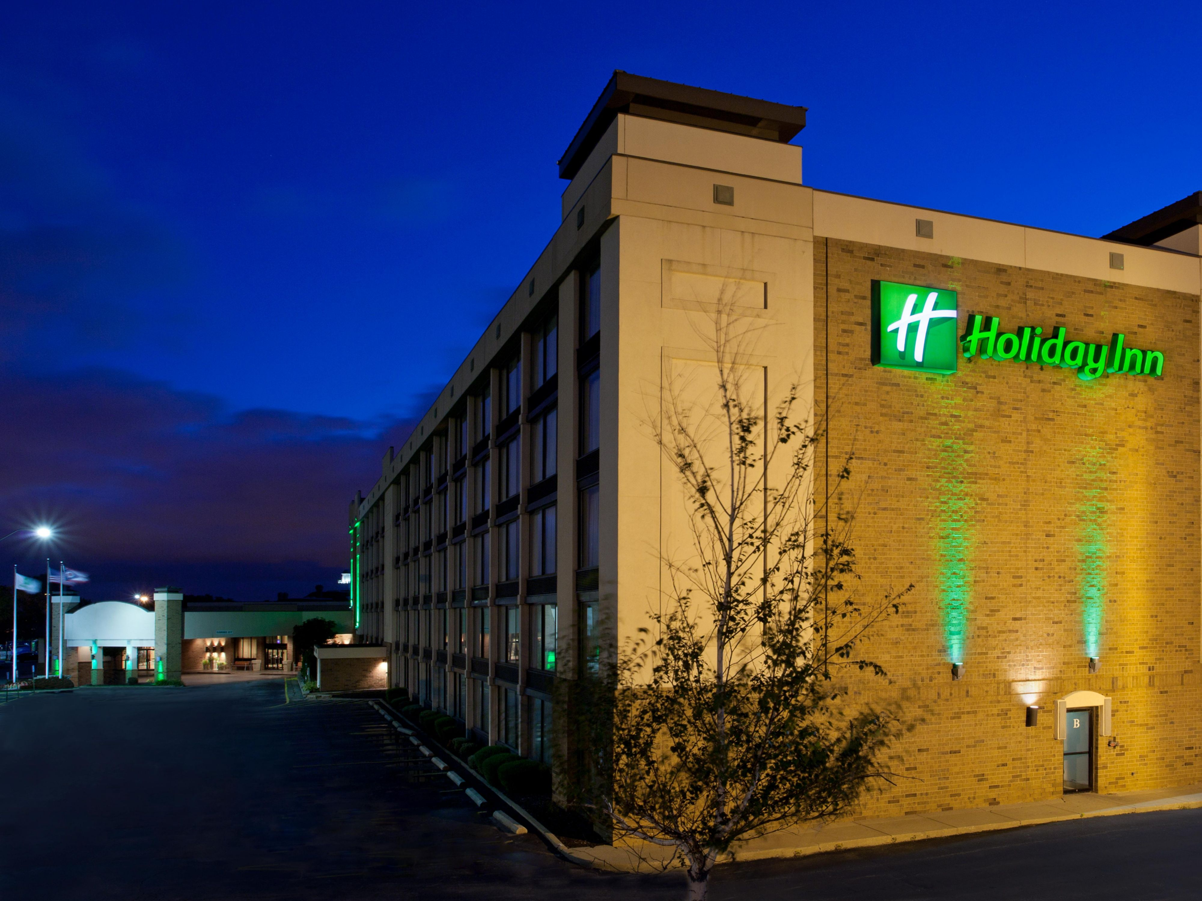 Our lights are always on for you at the Holiday Inn Independence