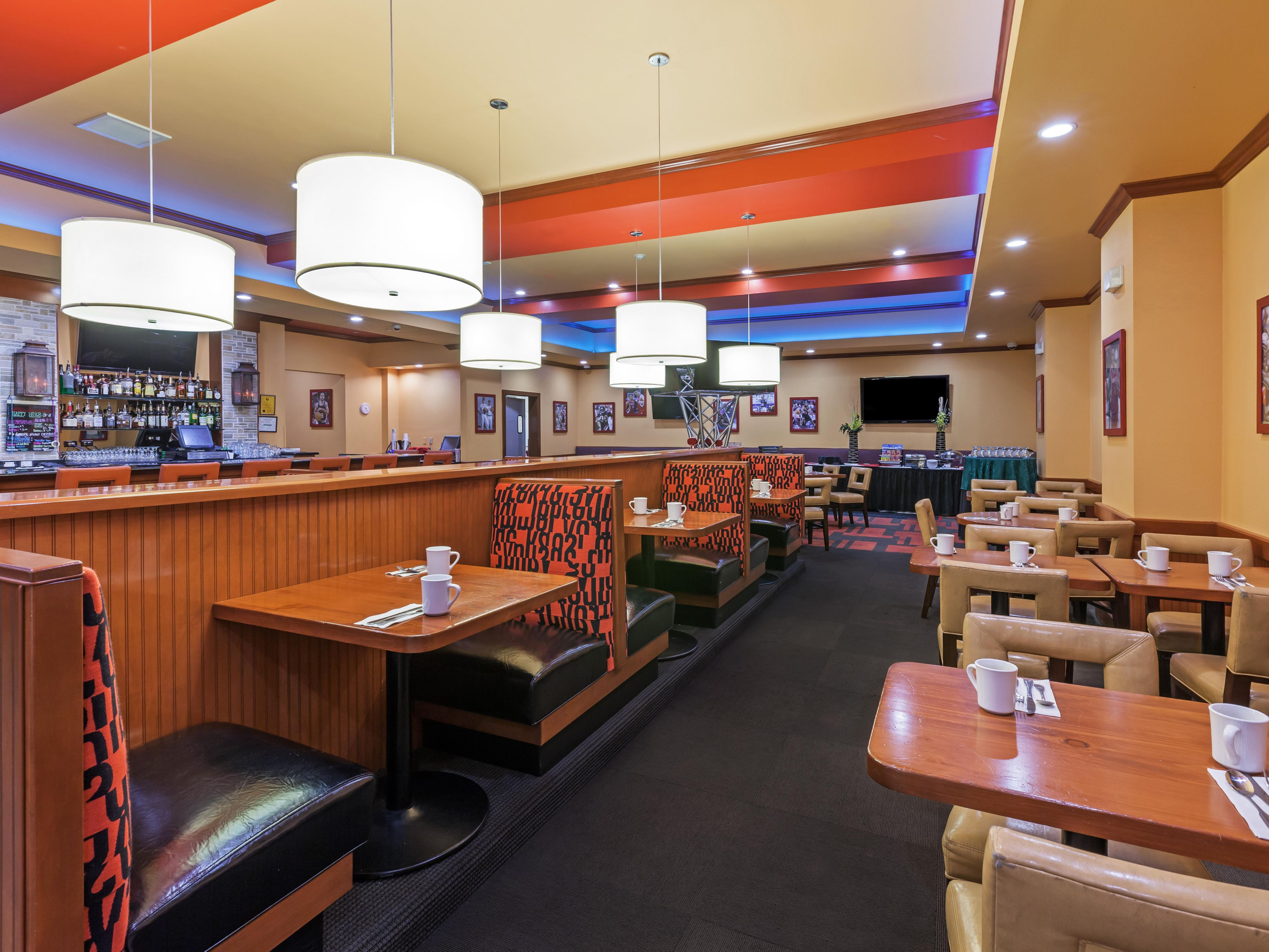 Enjoy dinner at the Sporting News Grill located inside our hotel