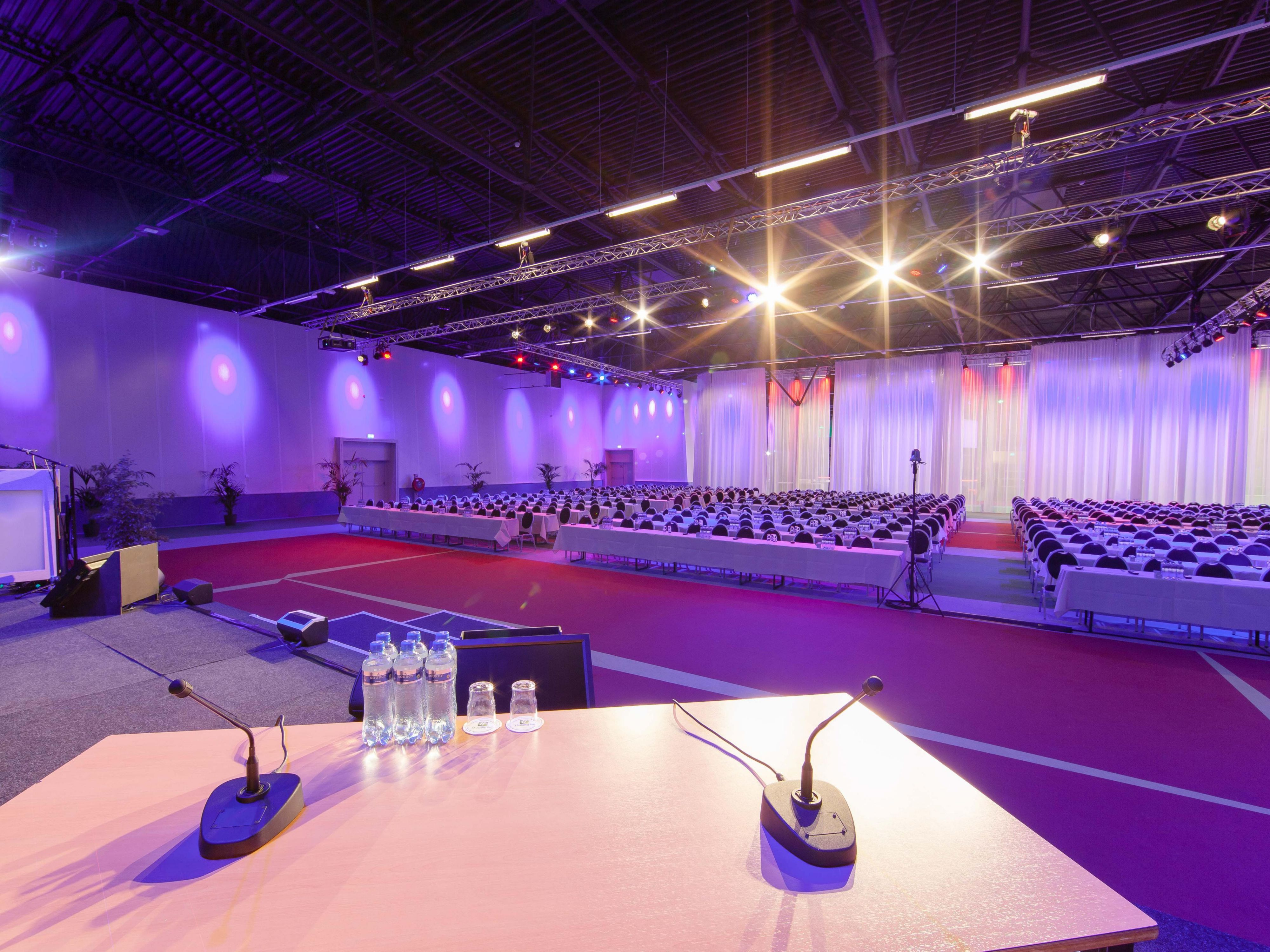 Large convention room for up to 1000 delegates