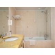 Salle de bains réservée aux clients