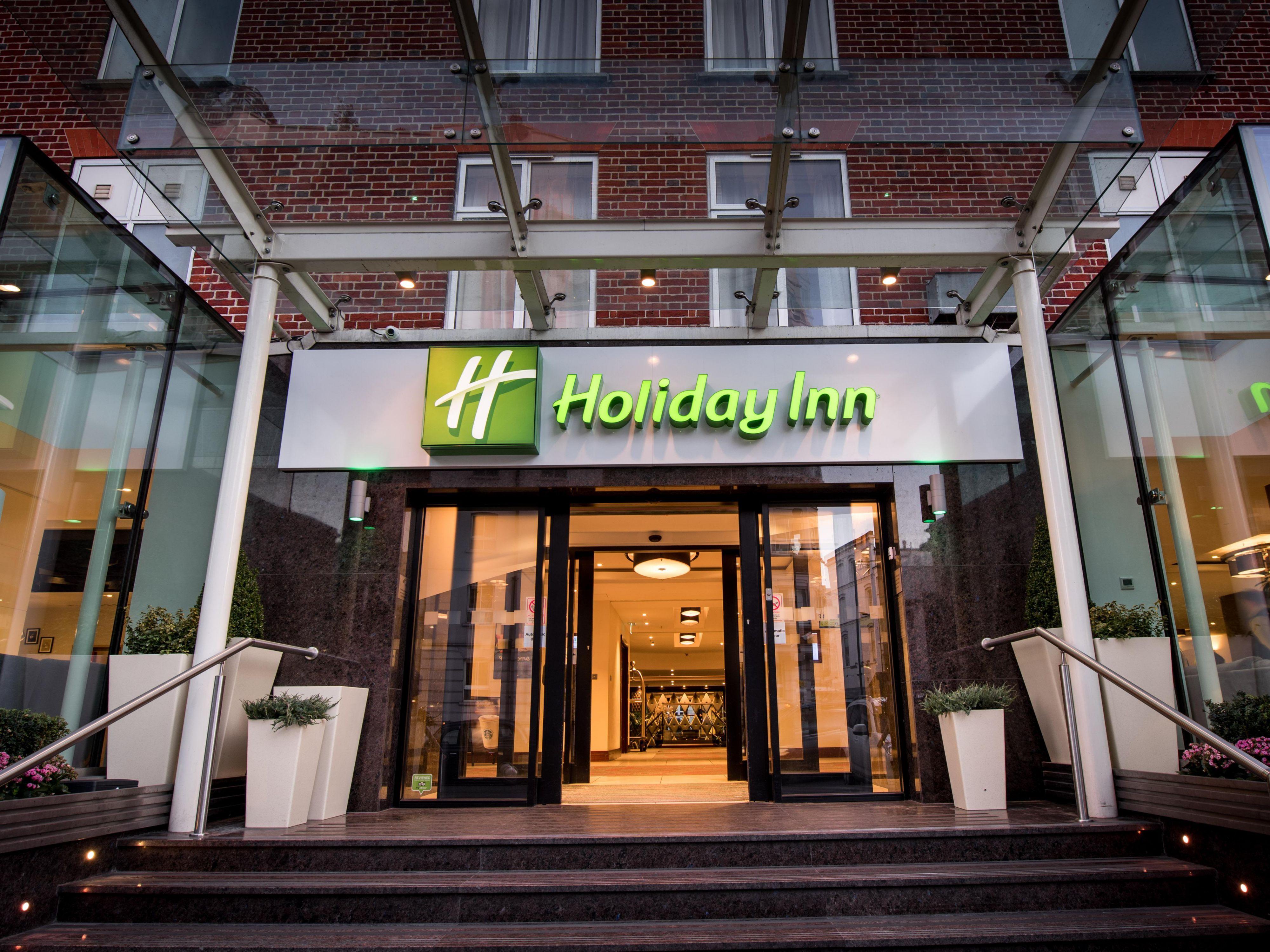 Hotel with pool holiday inn london kensington high st reheart Image collections