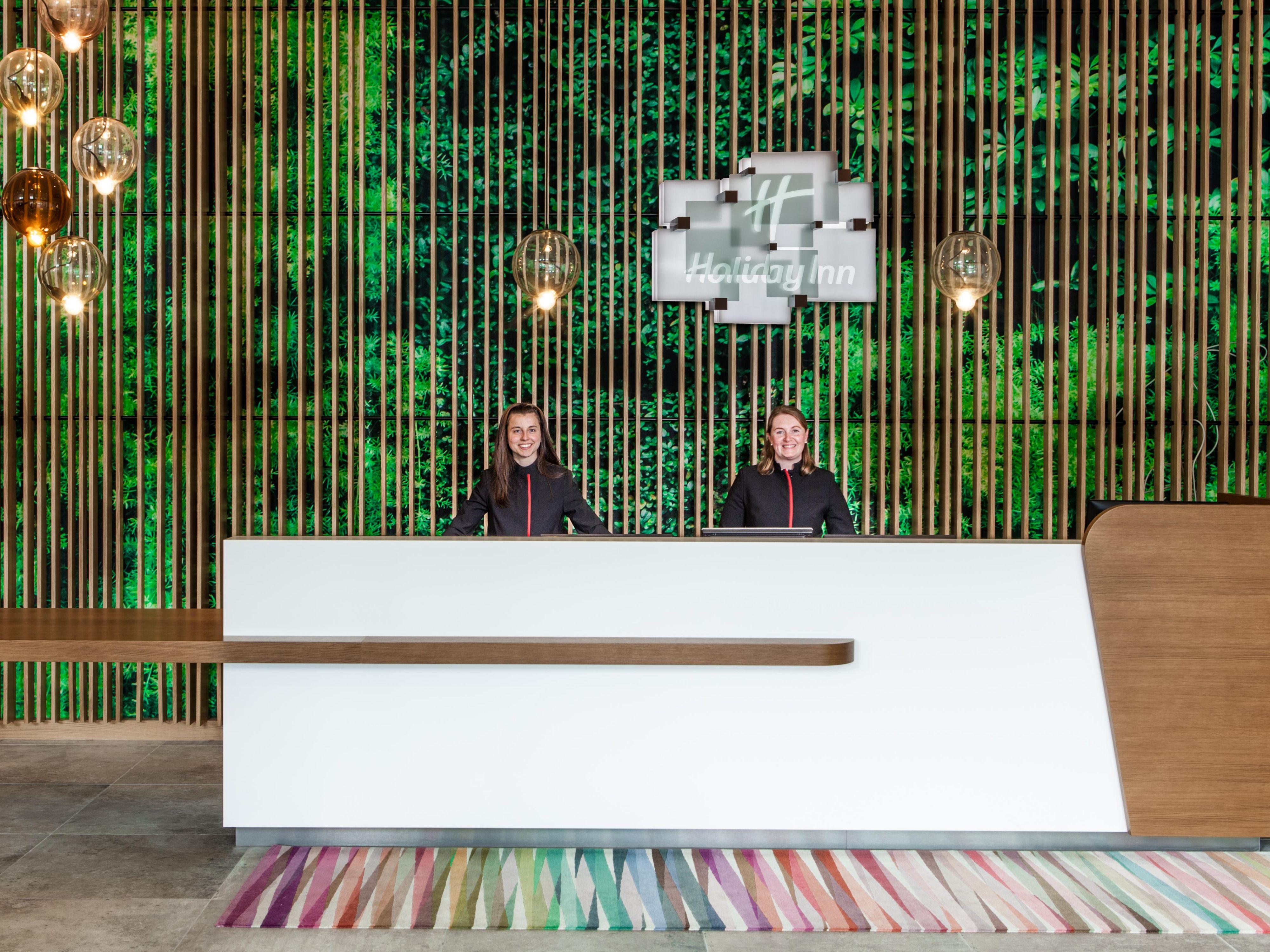 Image of: Google Office Munich Set With Holiday Inn Munich Leuchtenbergring Hotel By Ihg
