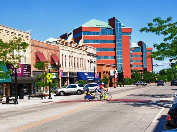Downtown Neenah, WI    Shop, Dine & Play