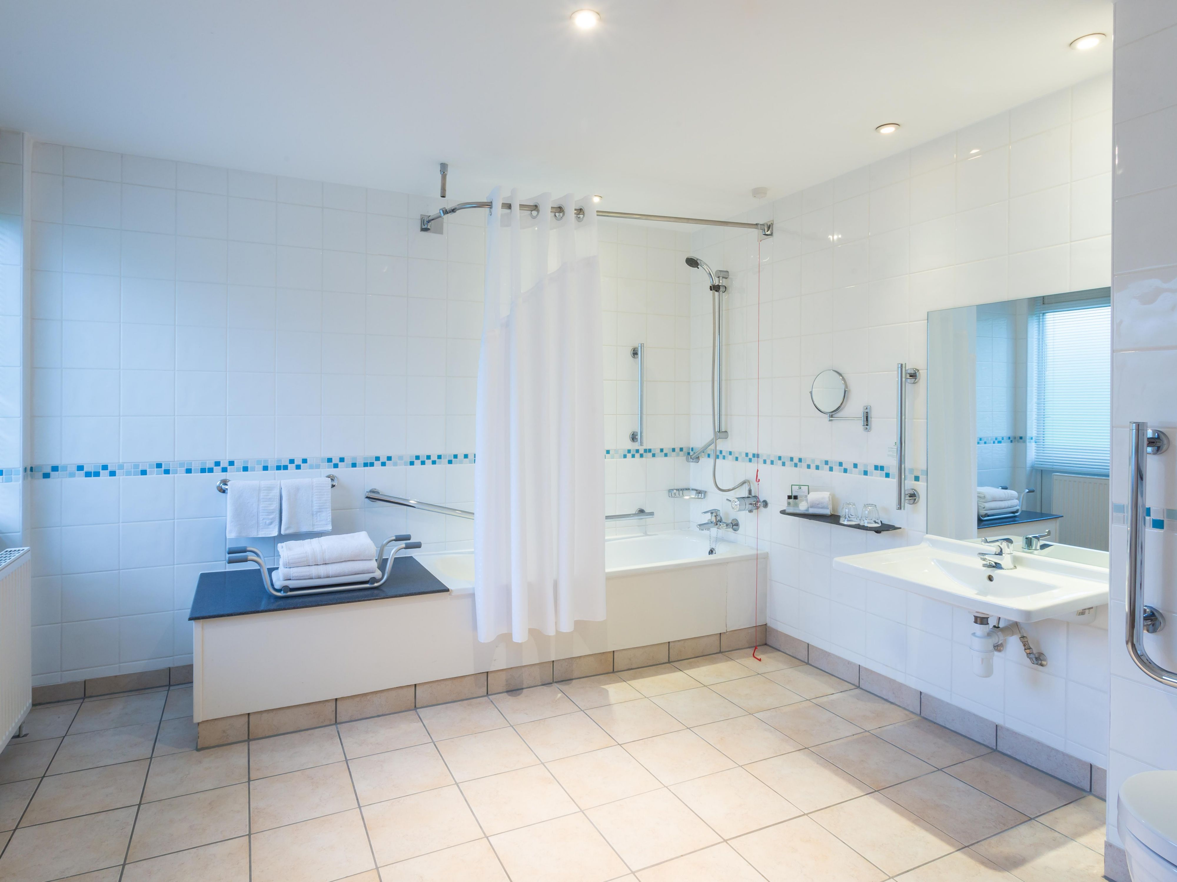 Spacious ADA/Wheelchair Accessible Nonsmoking Bath