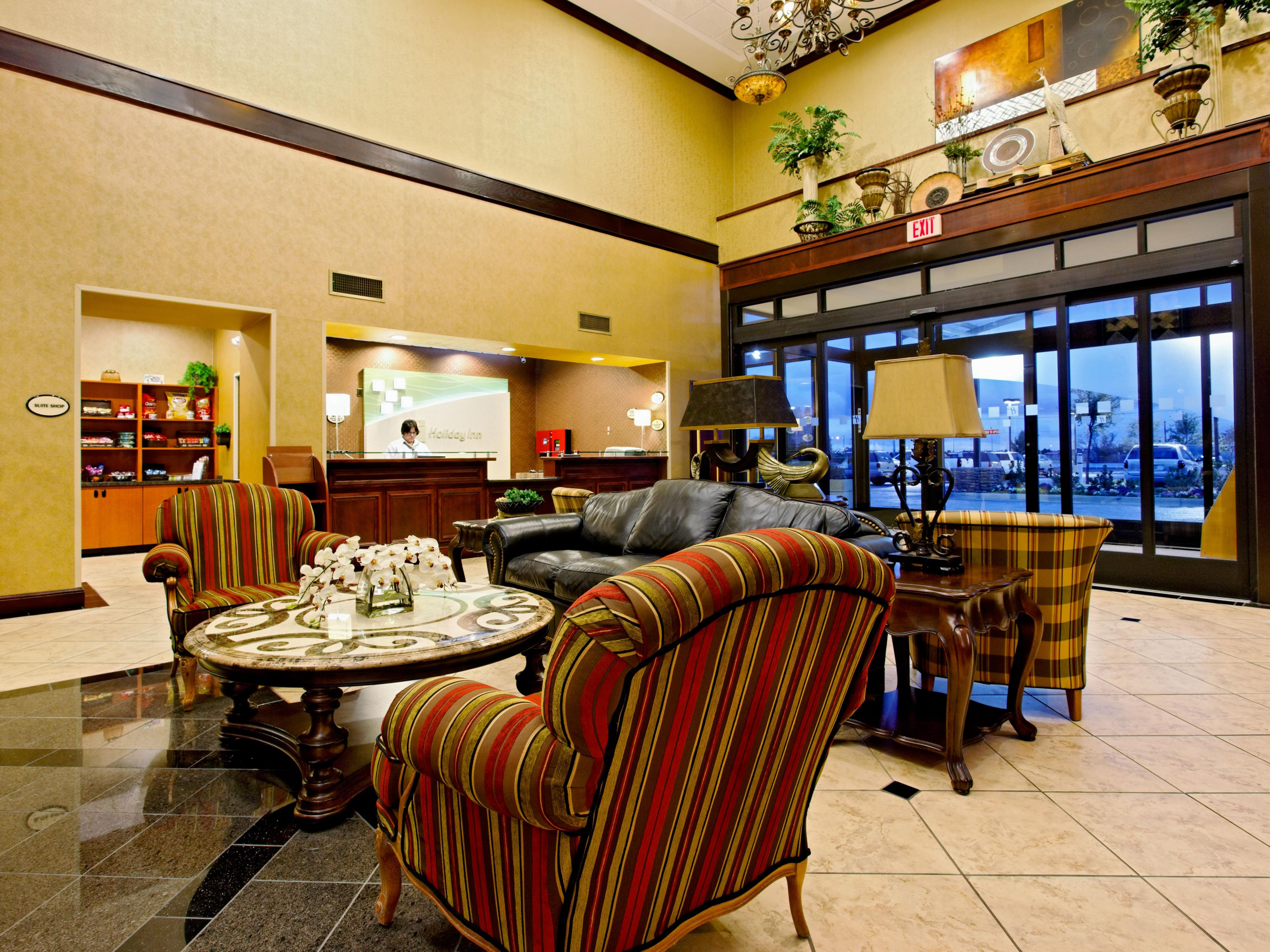 Comfortable lobby where you can grab a snack from our suite shop