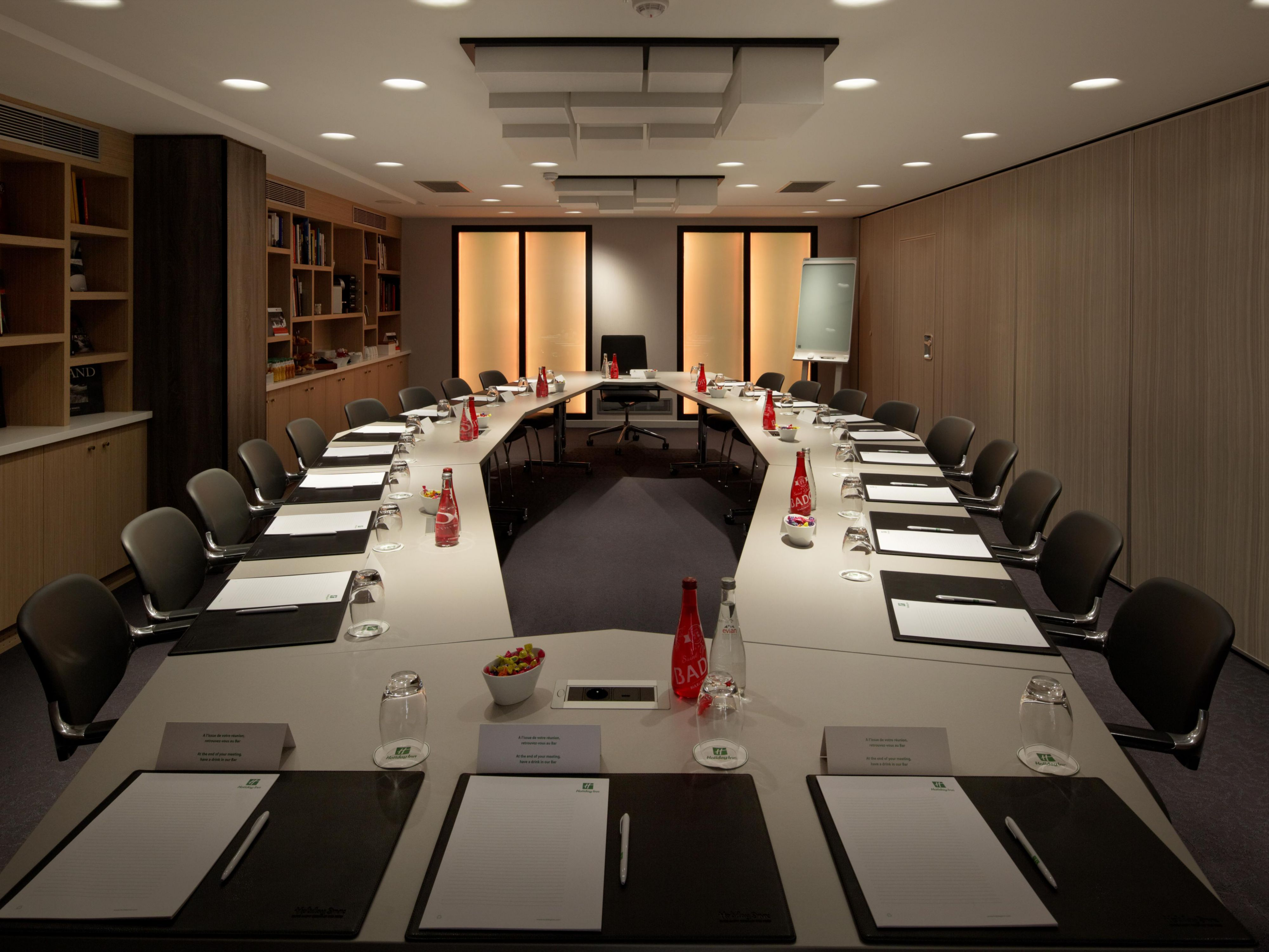 Descartes Boardroom with Electronic Flipchart