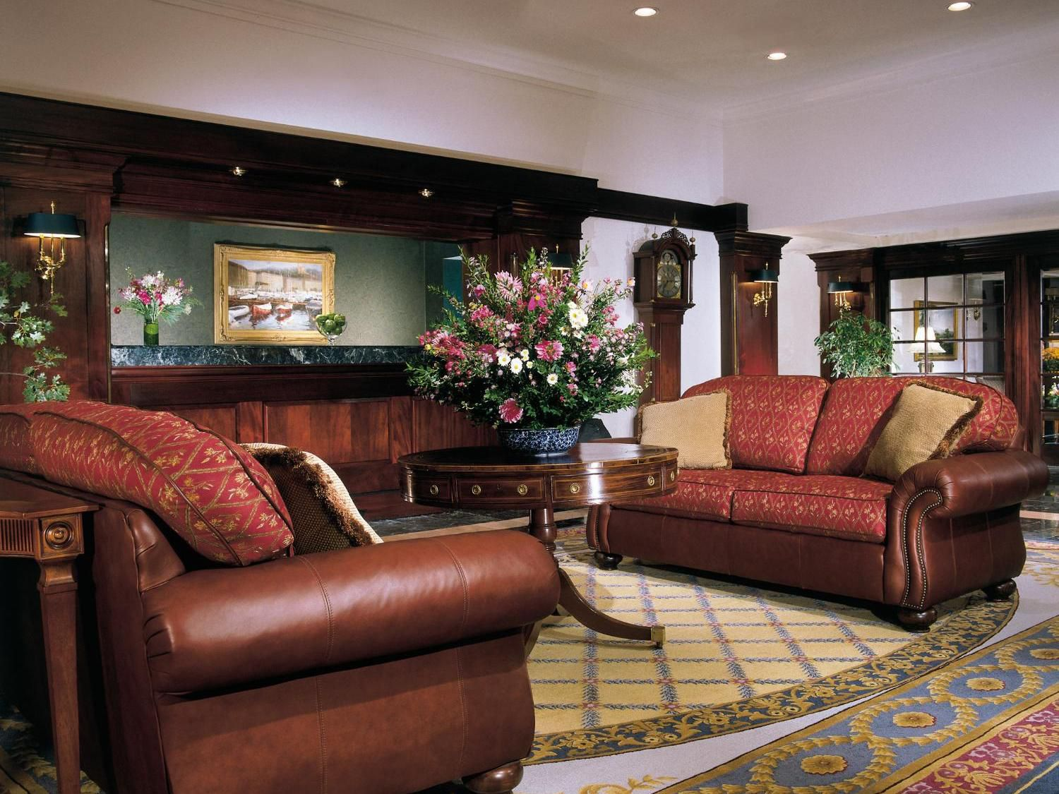Welcome to the warm and inviting Holiday Inn Bar Harbors lobby