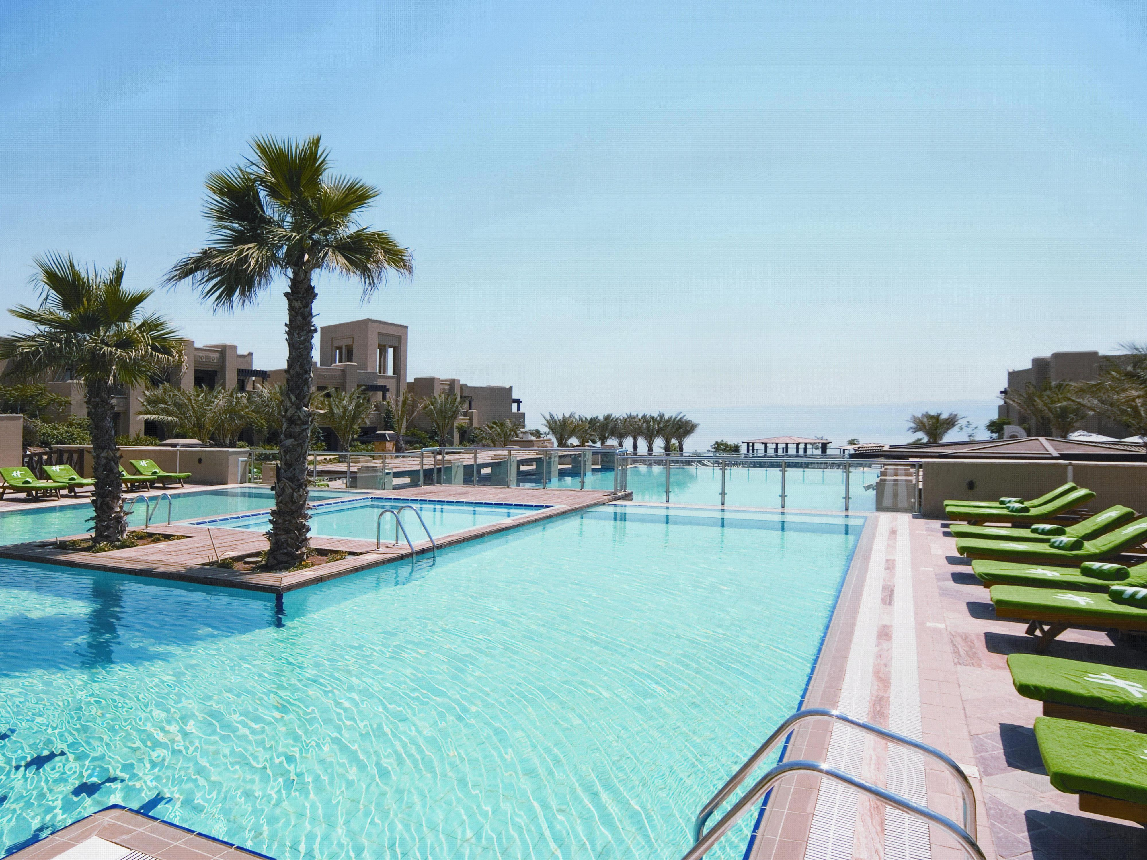 Enjoy our main pool with its Jacuzzi island and water fountain