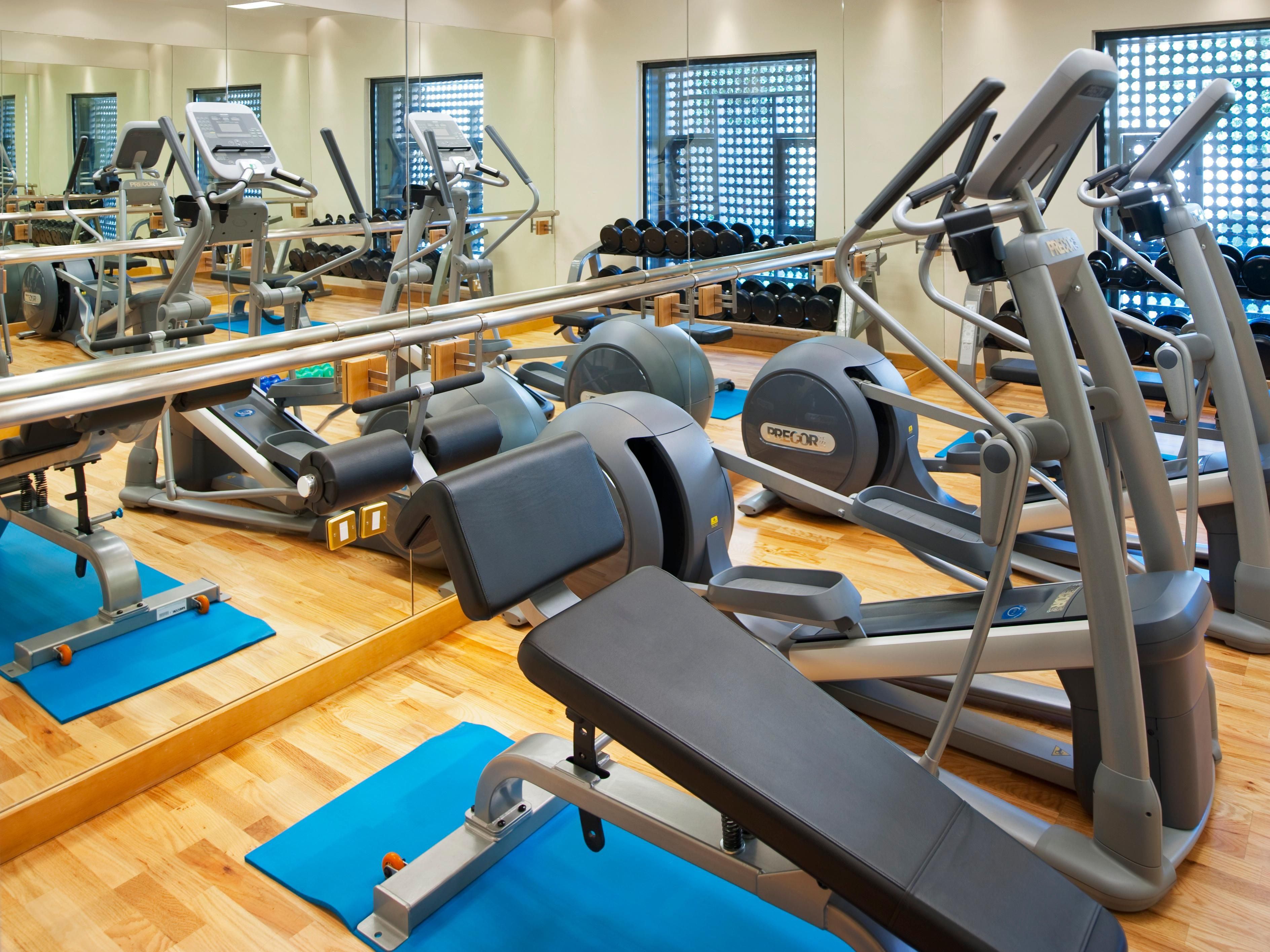 Cozy gym with latest and high safety machines