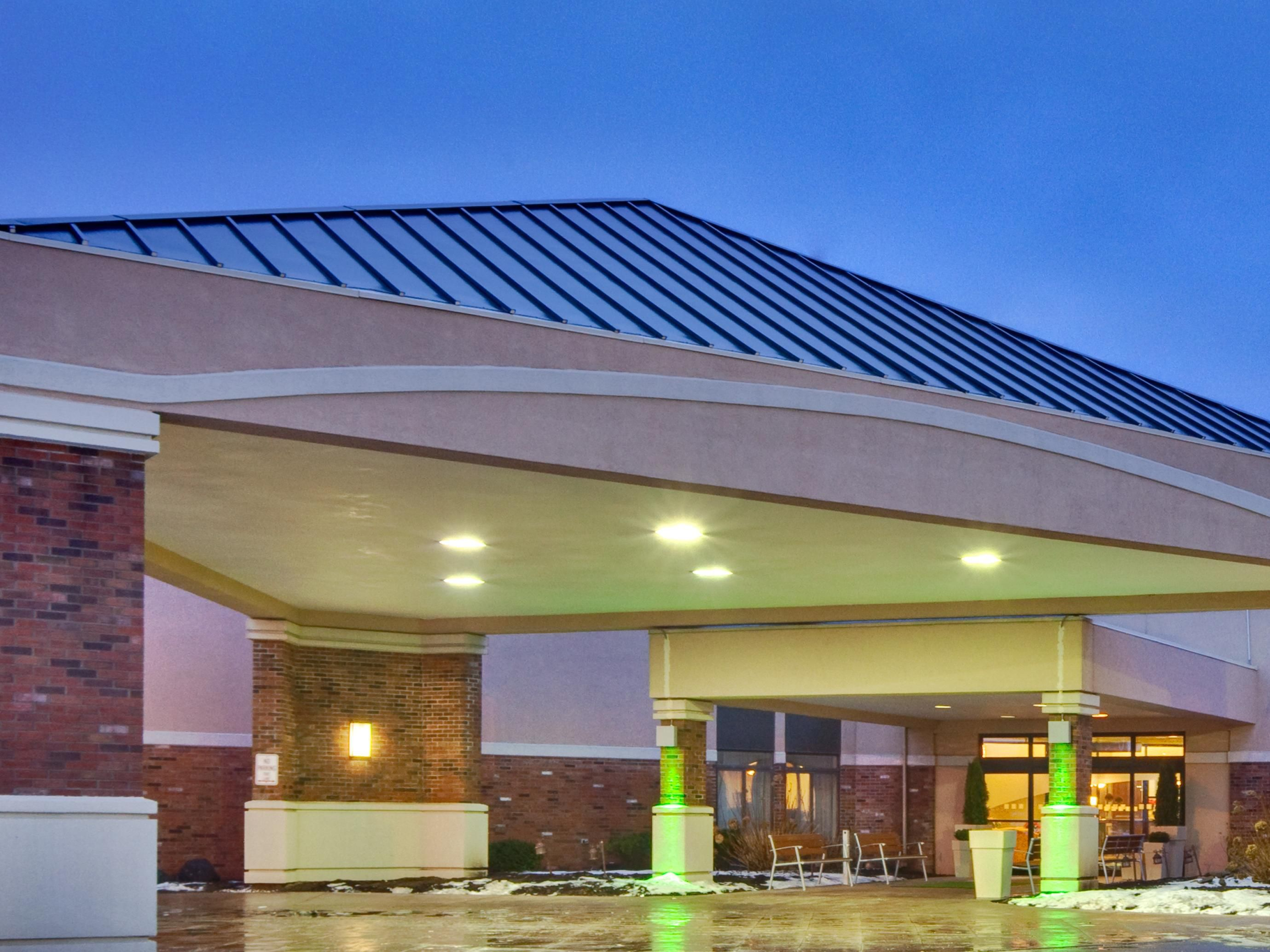 Rochester - Airport Hotel Exterior