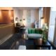 Die Hotellobby in frischen Farben und Liebe zum Detail.