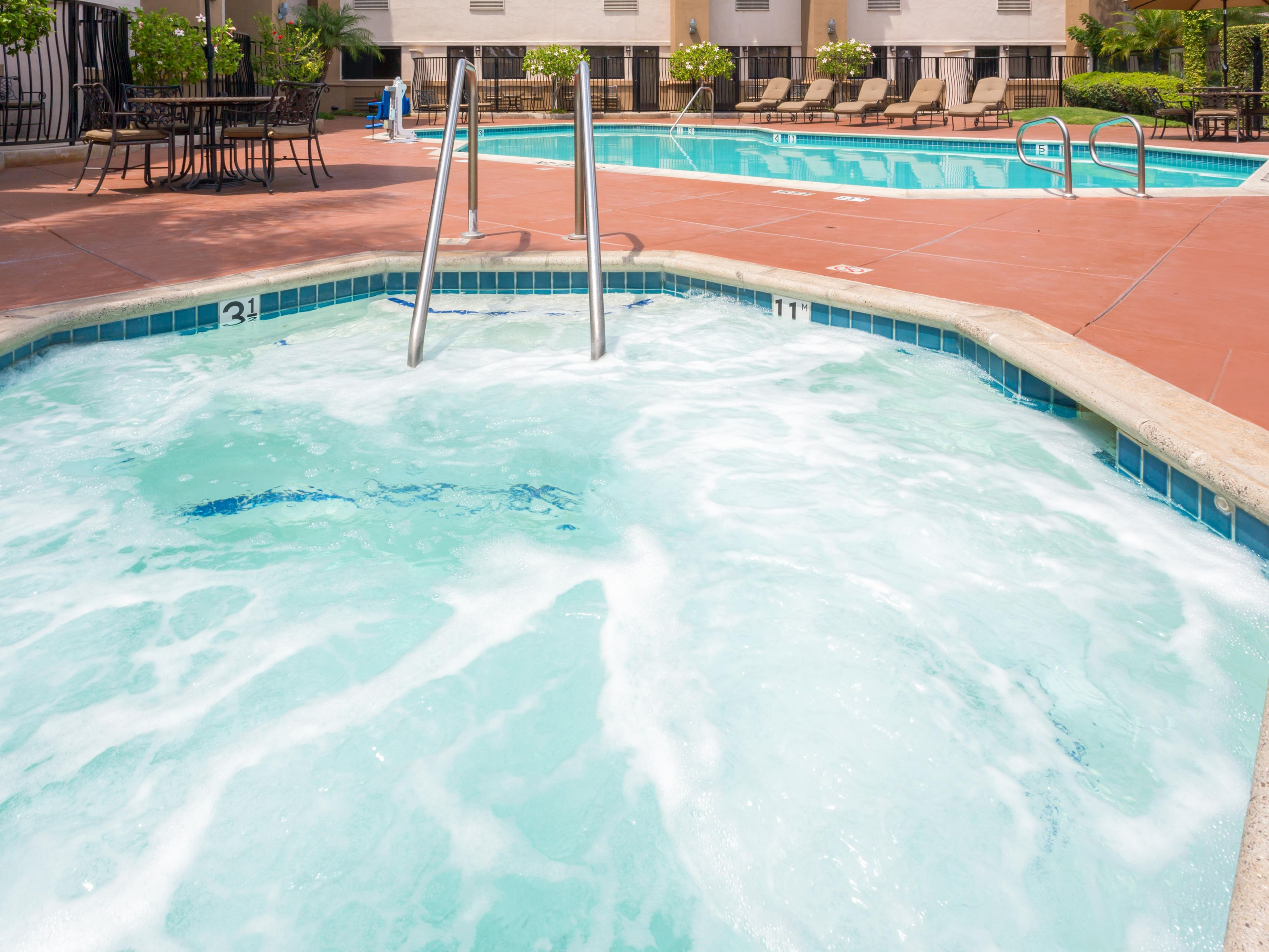 Enjoy our relaxing whirlpool at our Santa Ana hotel