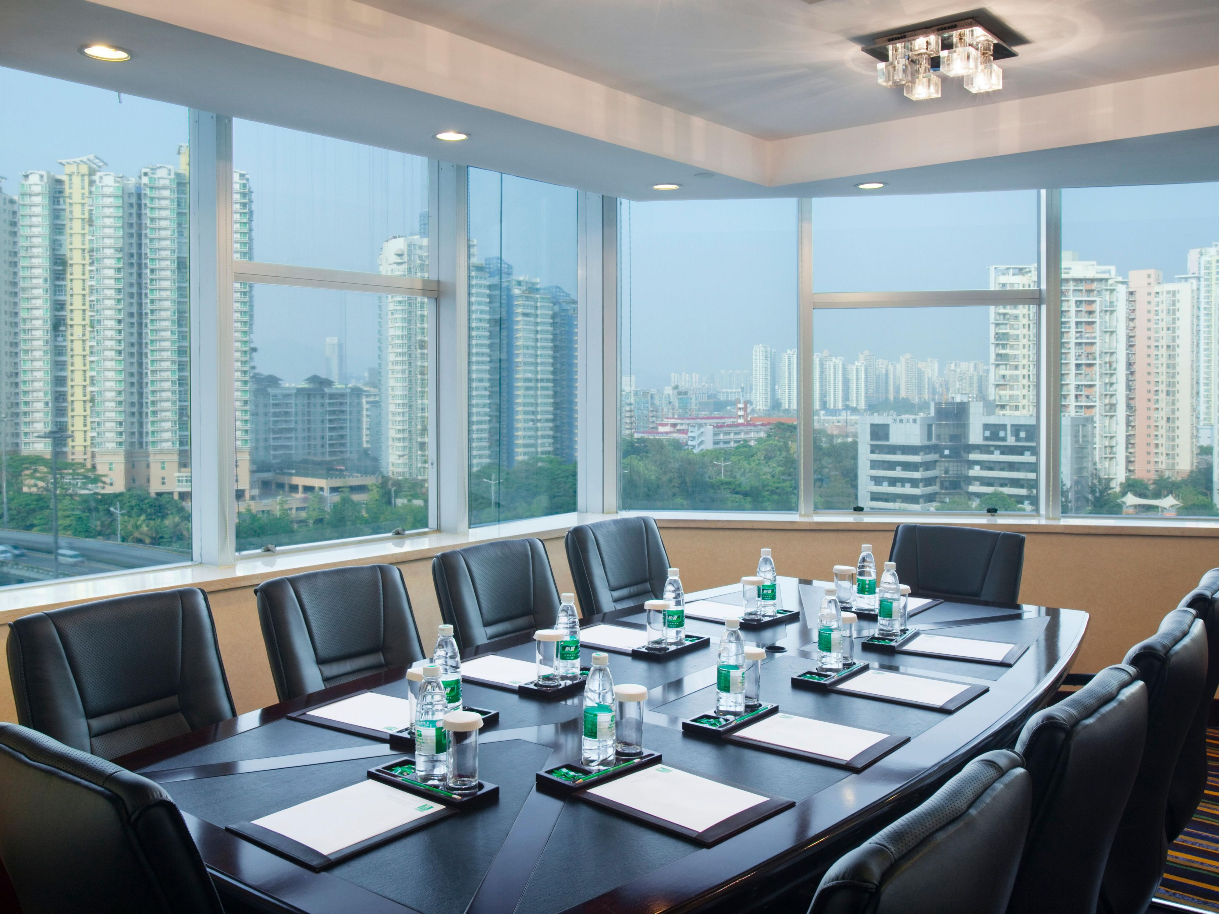 Holiday Inn Shenzhen Donghua Executive floor meeting room