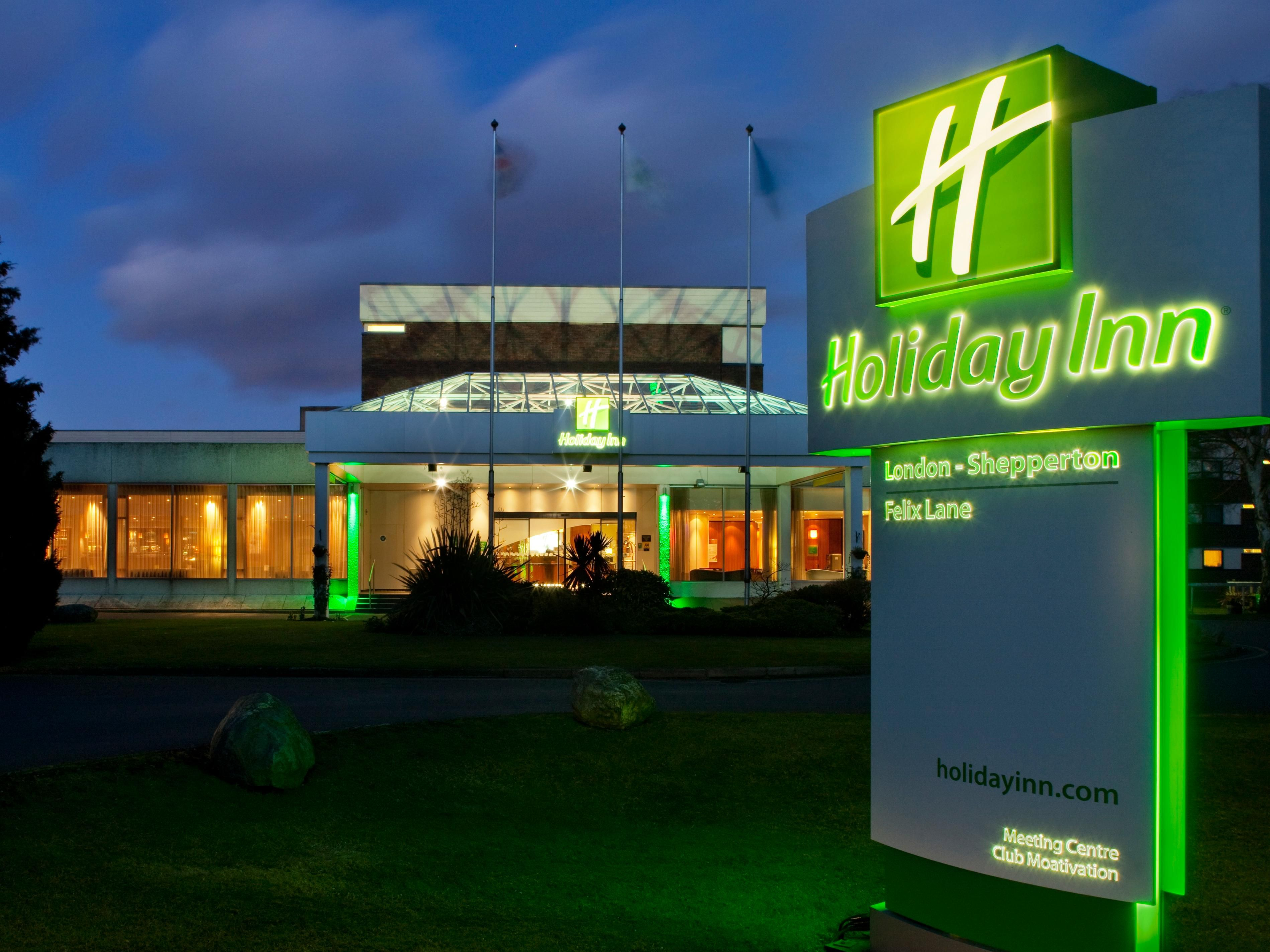 Holiday Inn London Shepperton Hotel Entrance During Night Time