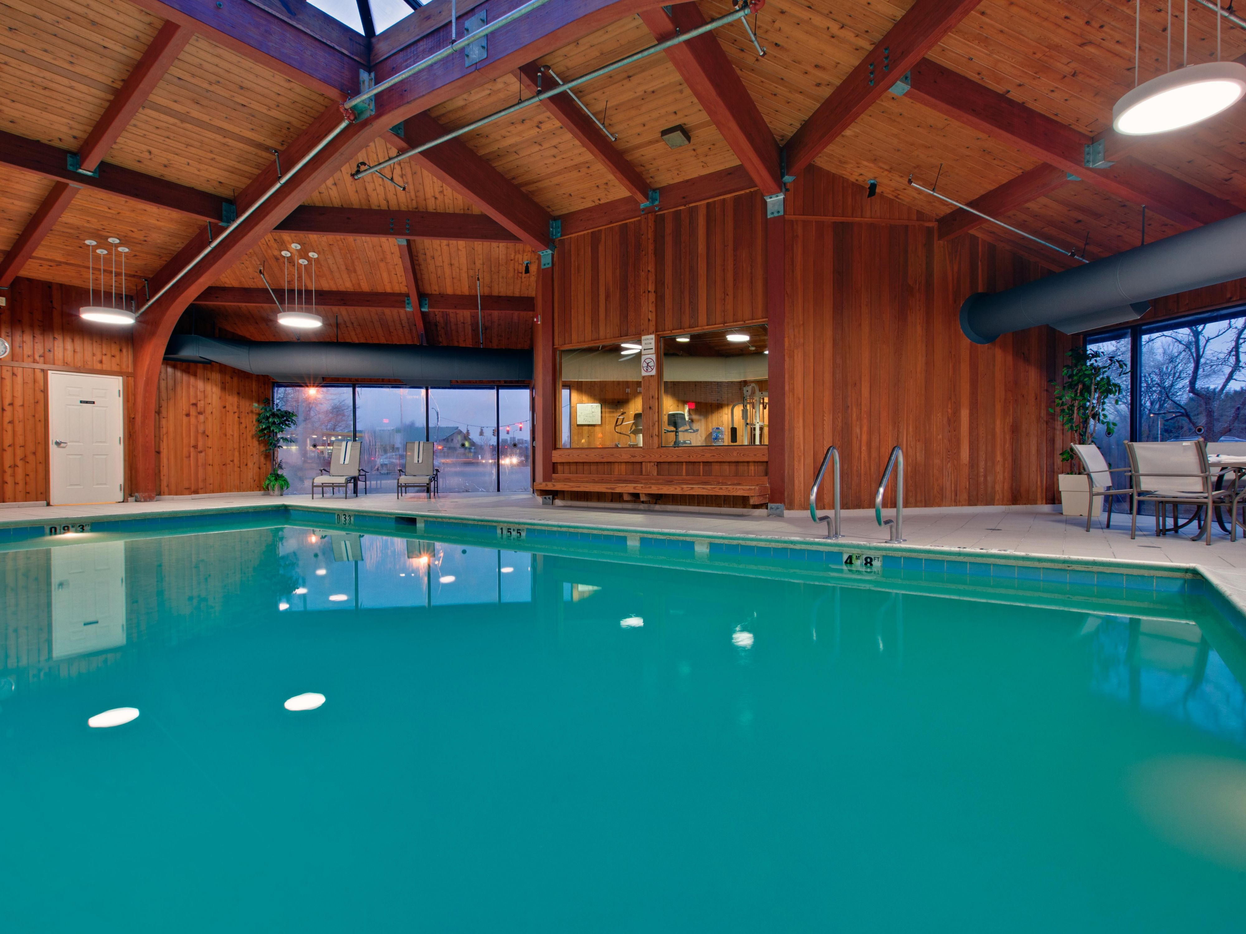 Indoor Swimming pool at the Holiday Inn Burlington