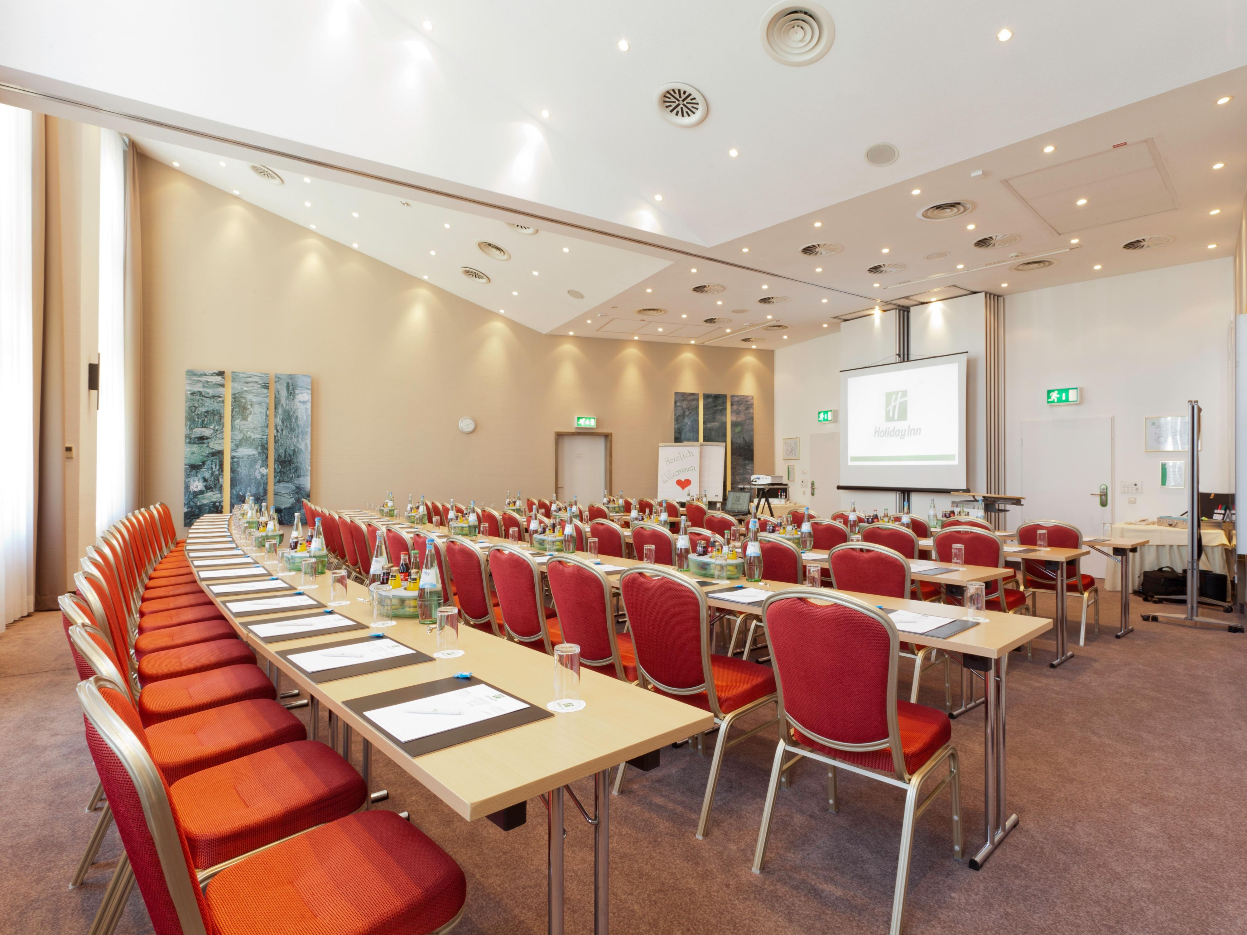 Modern And Bright Meeting Room with 124 sqm