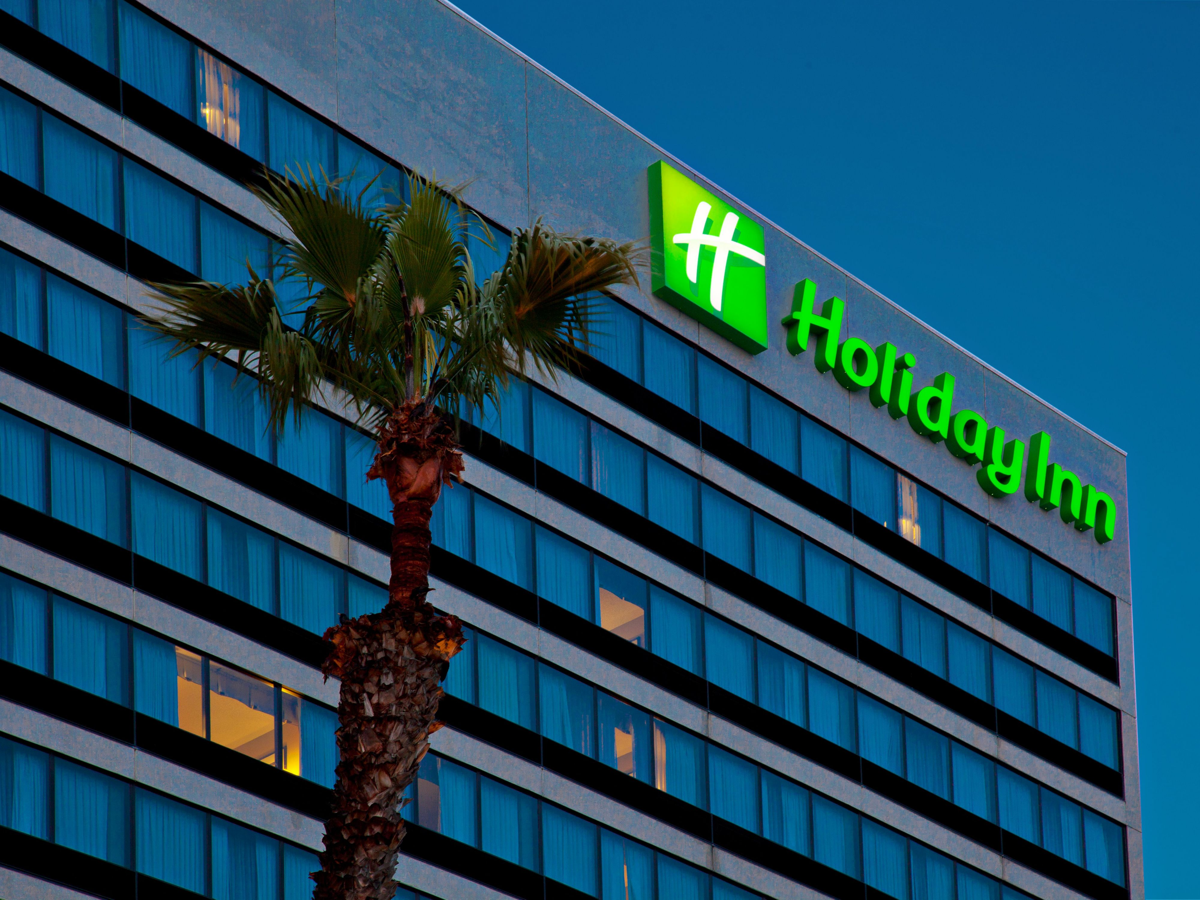 Night view of the Holiday Inn Los Angeles Gateway-Torrance