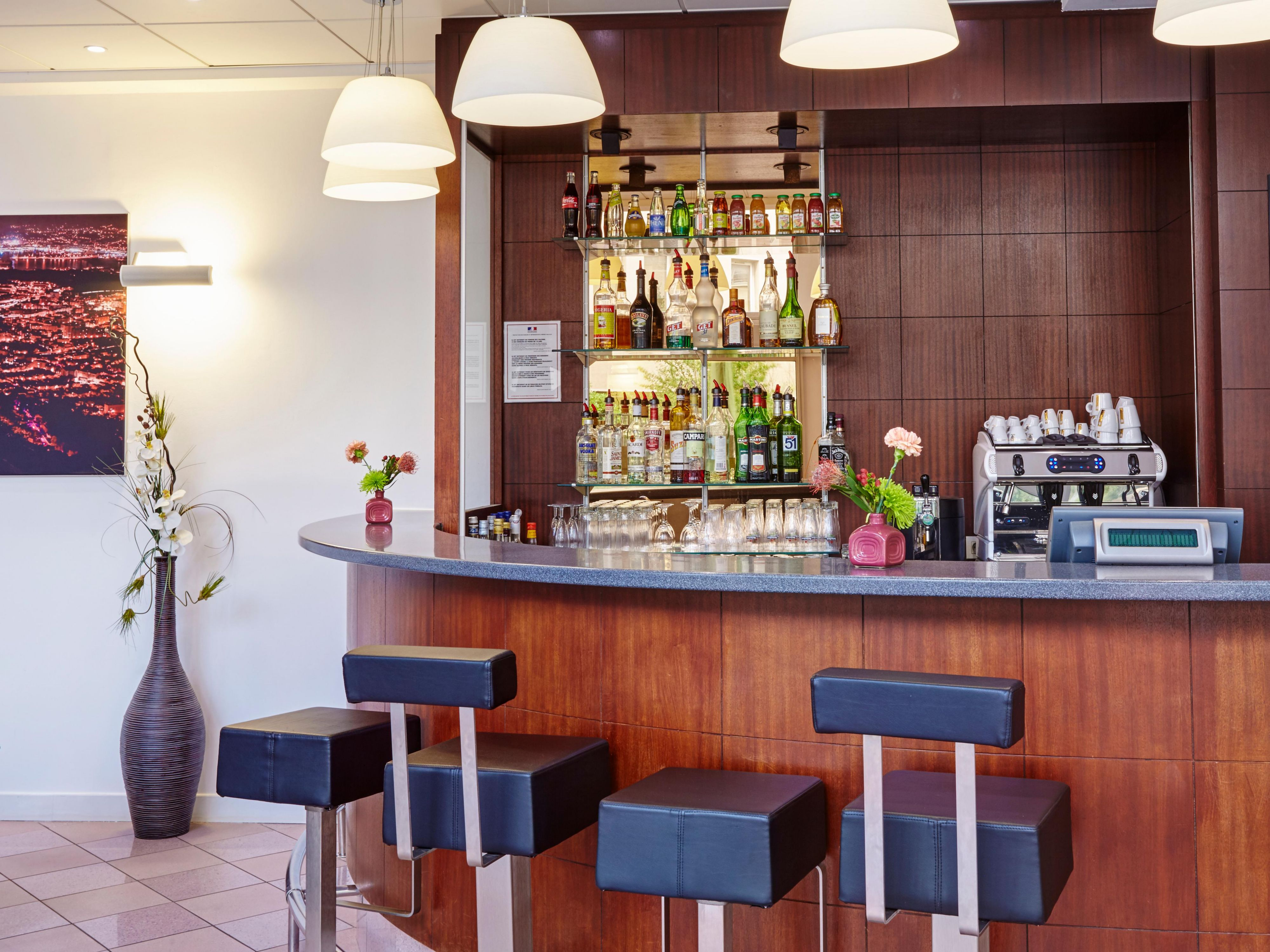 Enjoy a drink at our contemporary L'Escale Bar