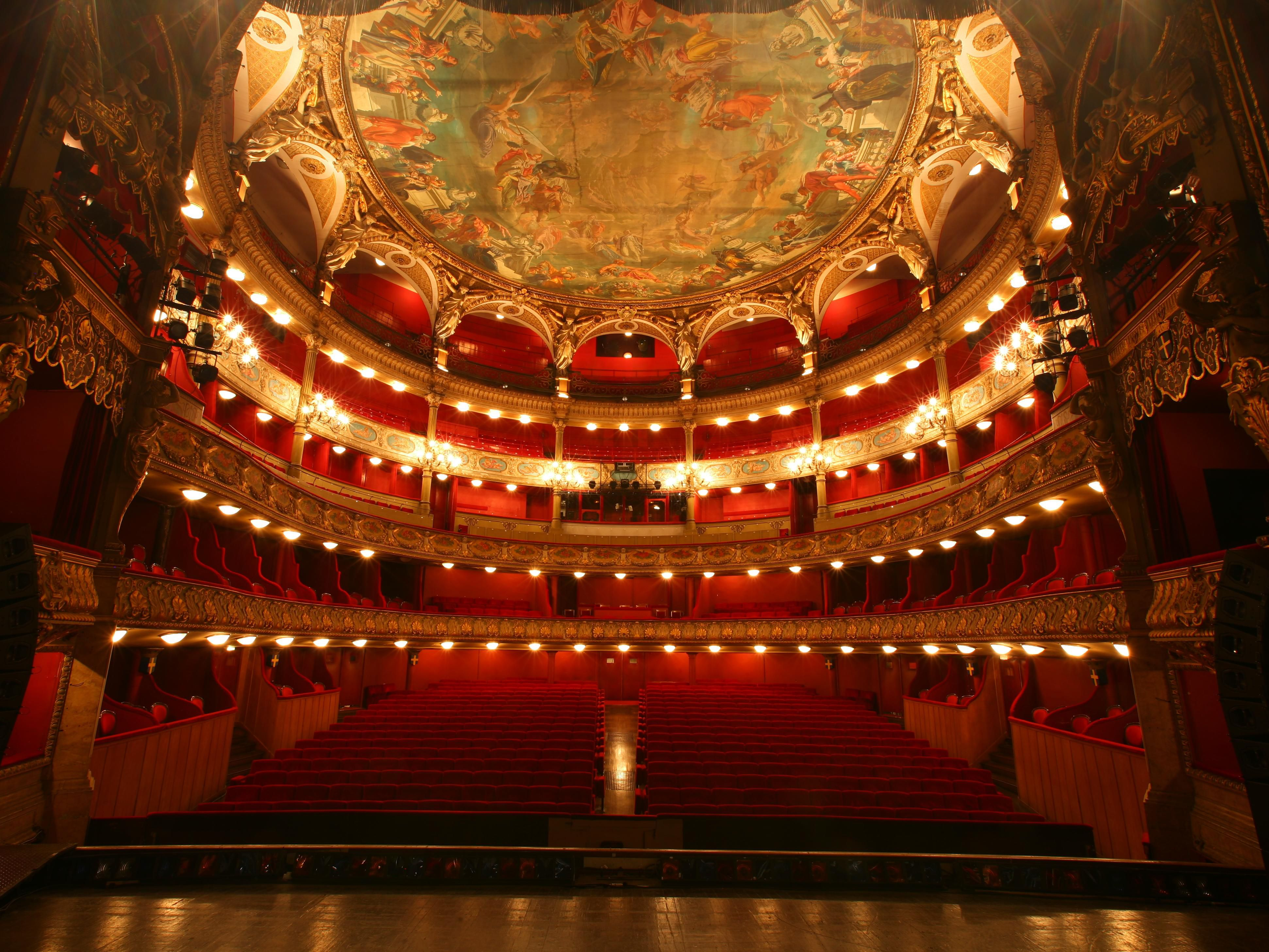 Toulon's beautiful opera is only at 15 minutes walk from our hotel