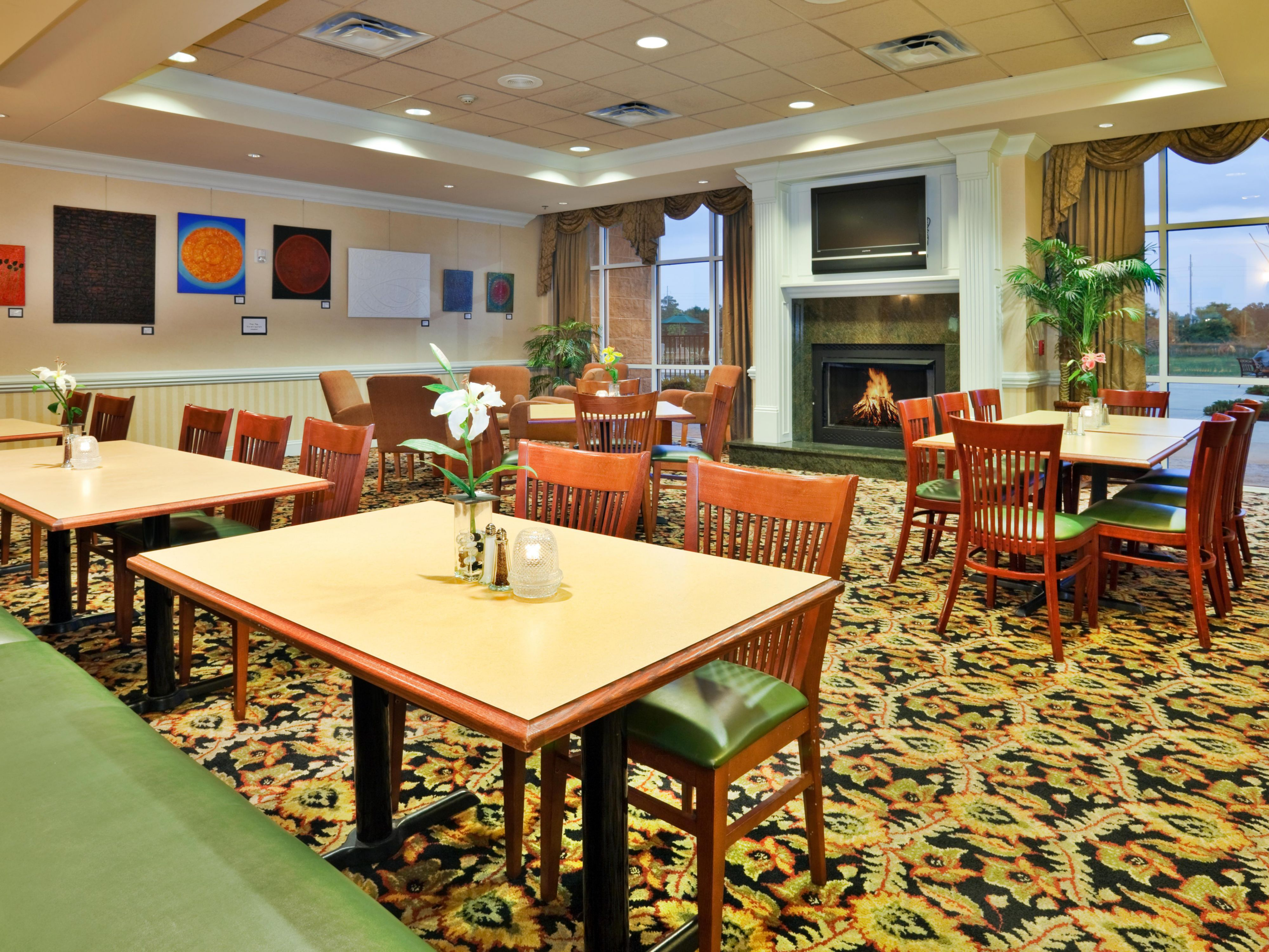 Valdosta, GA Holiday Inn Fireplace Guest Dining and Lounge