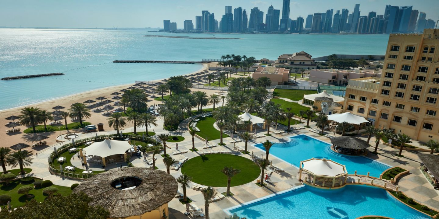 Intercontinental doha luxushotels in doha katar for Pool show in long beach