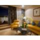 Élégant salon de la Suite Premium avec terrasse