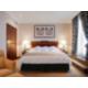 Chambre spacieuse de la Premium Suite avec lit king size