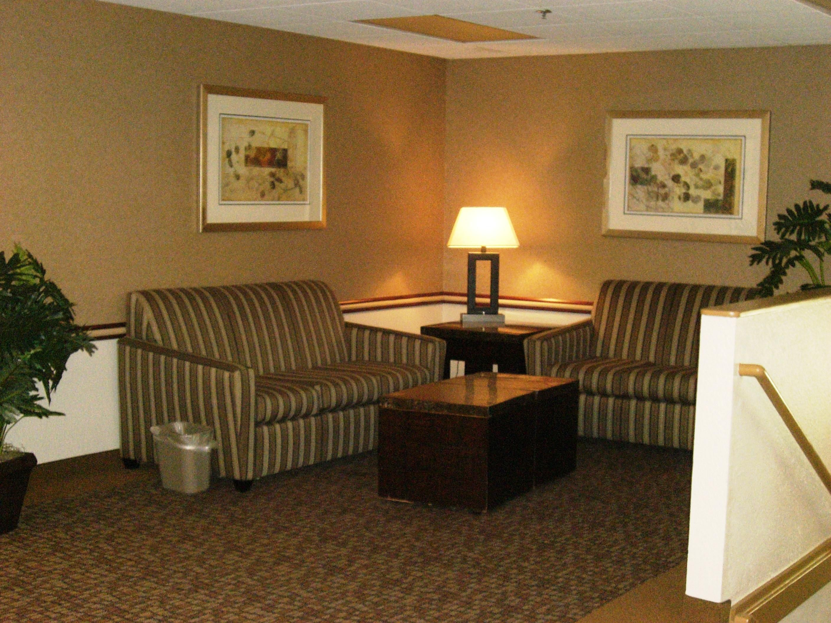 Fort Leonard Wood Foster Lodge Seating Area