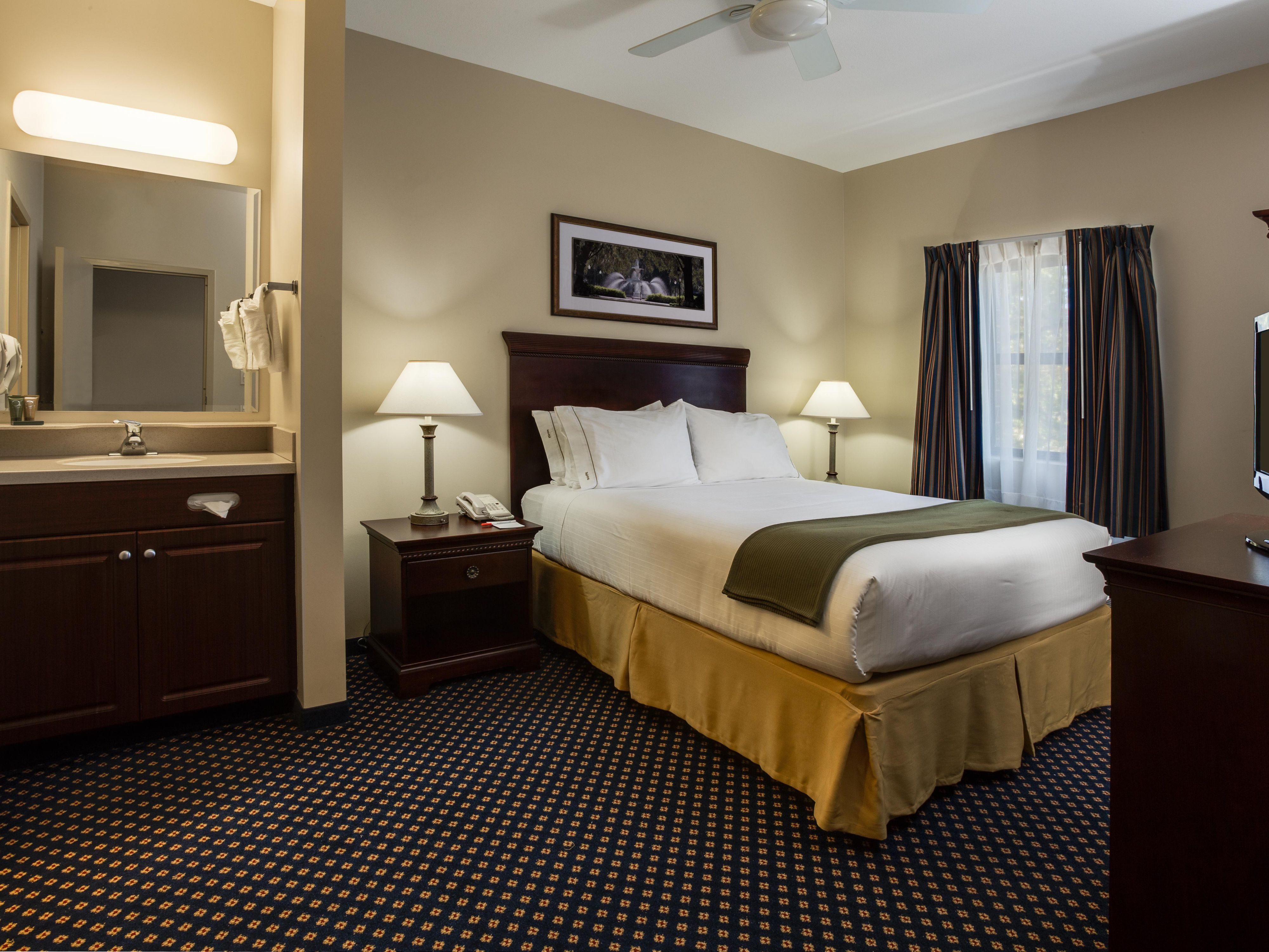 Rooms And Rates For Ihg Army Hotels Main Lodge At Fort Stewart