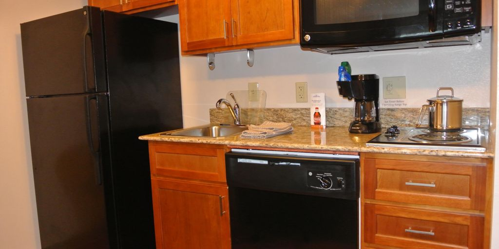Birmingham hotels candlewood suites birminghamhomewood extended fully equipped kitchen in every suite workwithnaturefo
