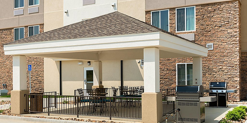 Candlewood Suites Columbia Hwy 63 & I-70 - Extended Stay