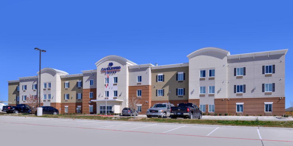 Front Desk Hotel Exterior In Kenedy Texas