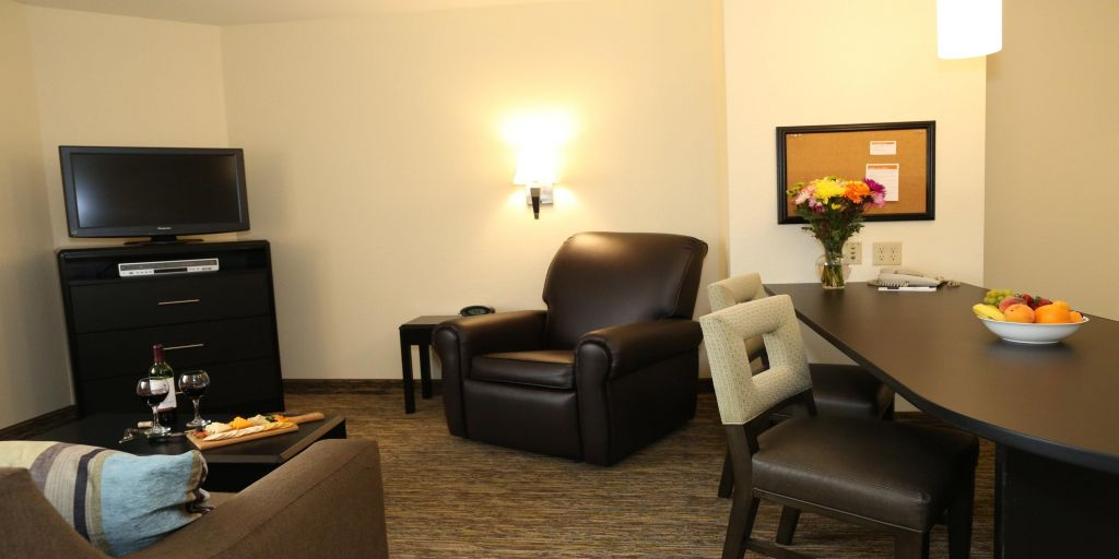 Lansing Hotels Candlewood Suites East Extended Stay Hotel In Michigan