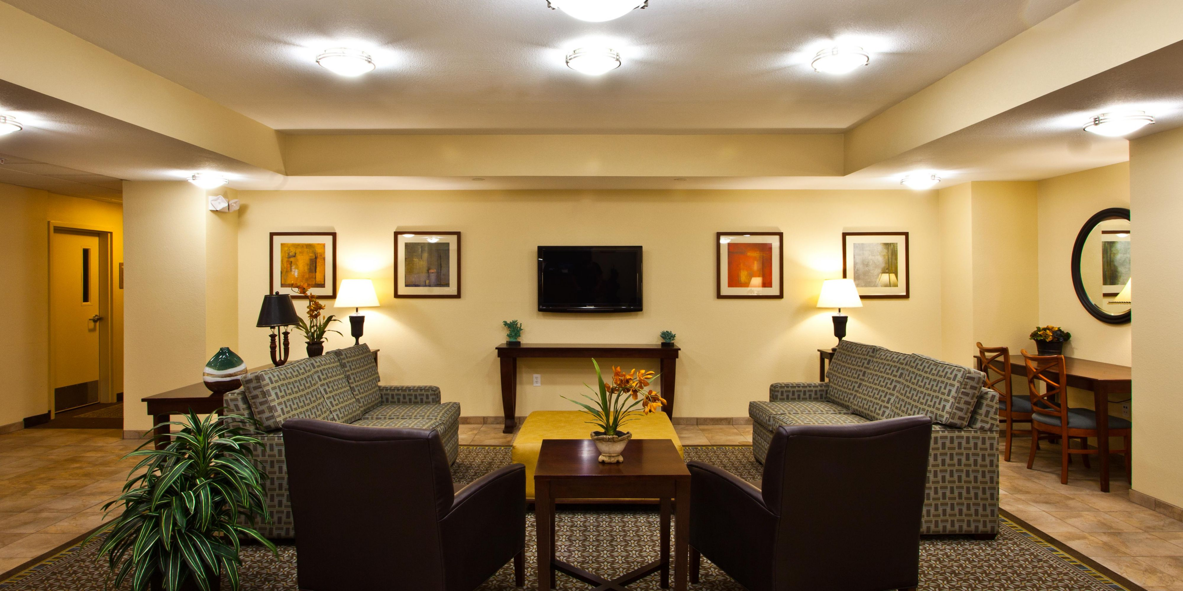 Tallahassee Hotels: Candlewood Suites Tallahassee   Extended Stay Hotel In  Tallahassee, Florida