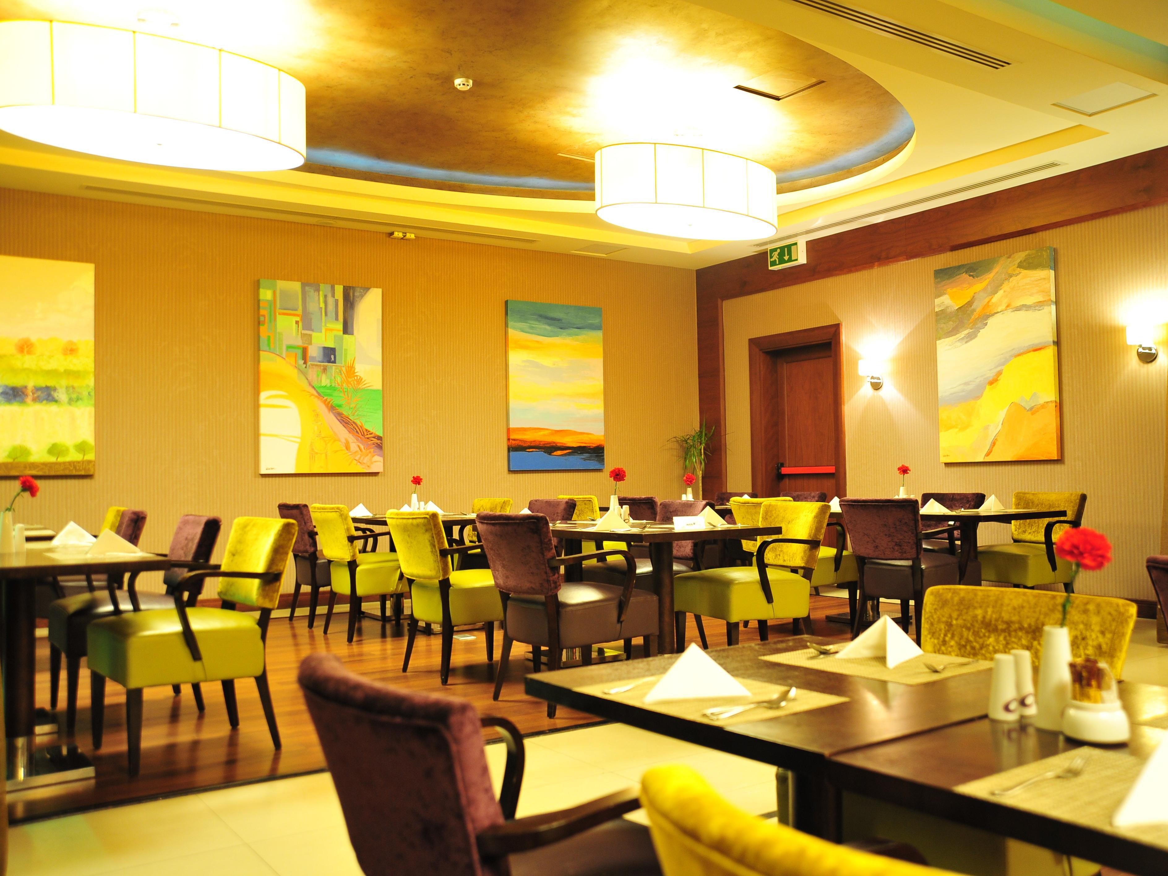 restaurants near al khobar - crowne plaza