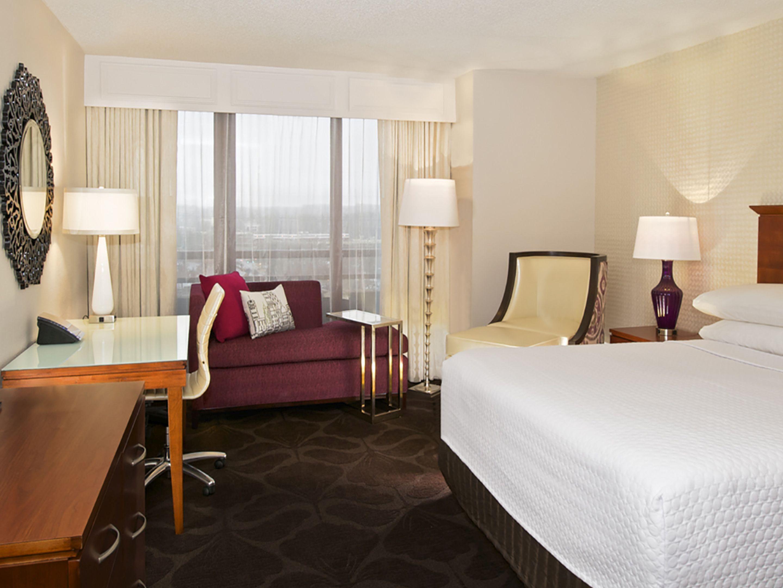 Atlanta perimeter hotel at ravinia crowne plaza atlanta georgia ihgowneplazaponentsotogalleryomphotosimary king guest room amipublicfo Image collections