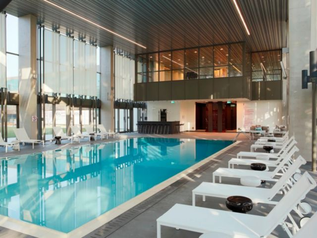 The lazy traveler 39 s handbook travel free with frequent for Club piscine montreal locations