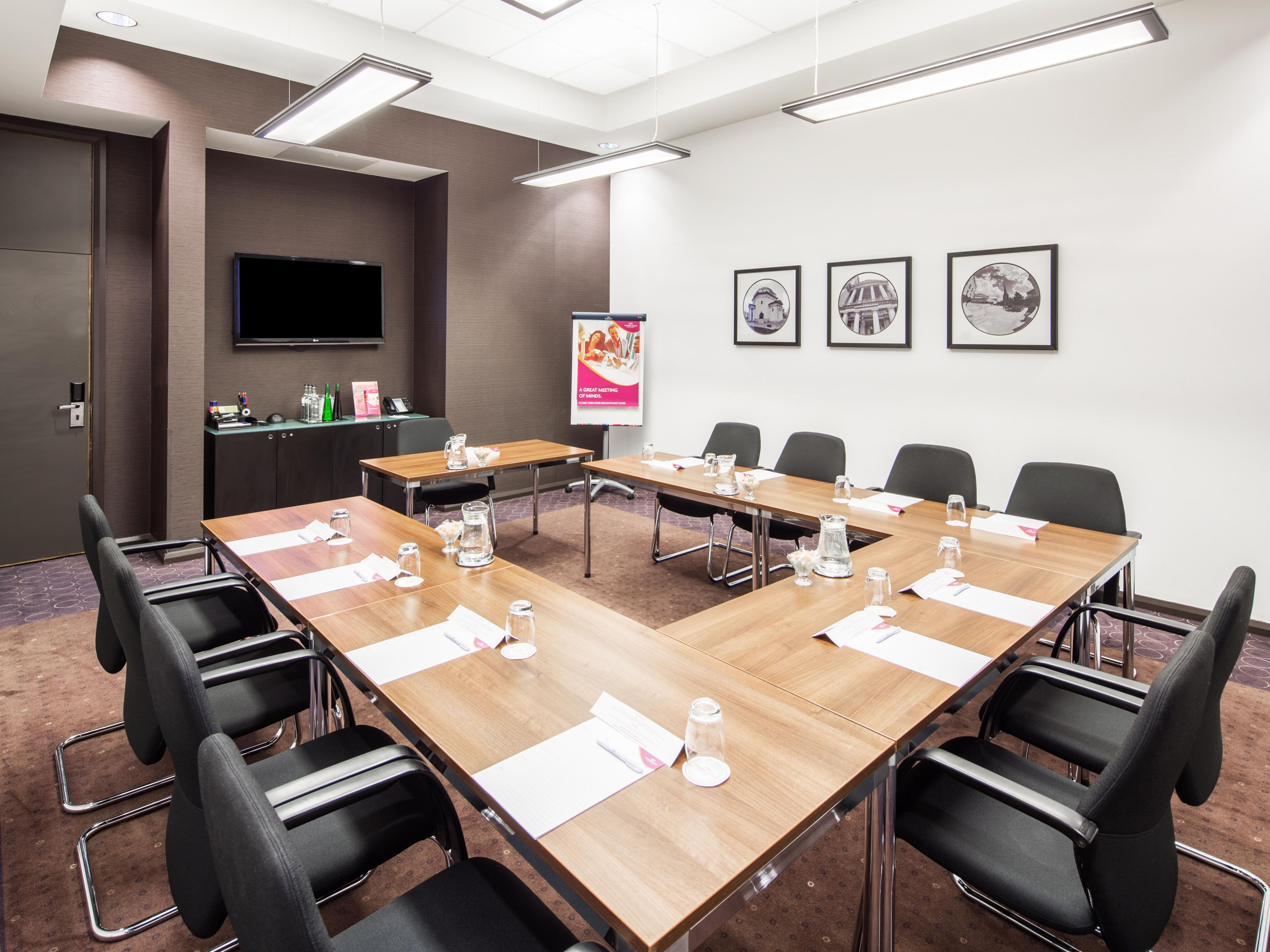 CONFERENCE ROOM AT THE CITY CENTRE