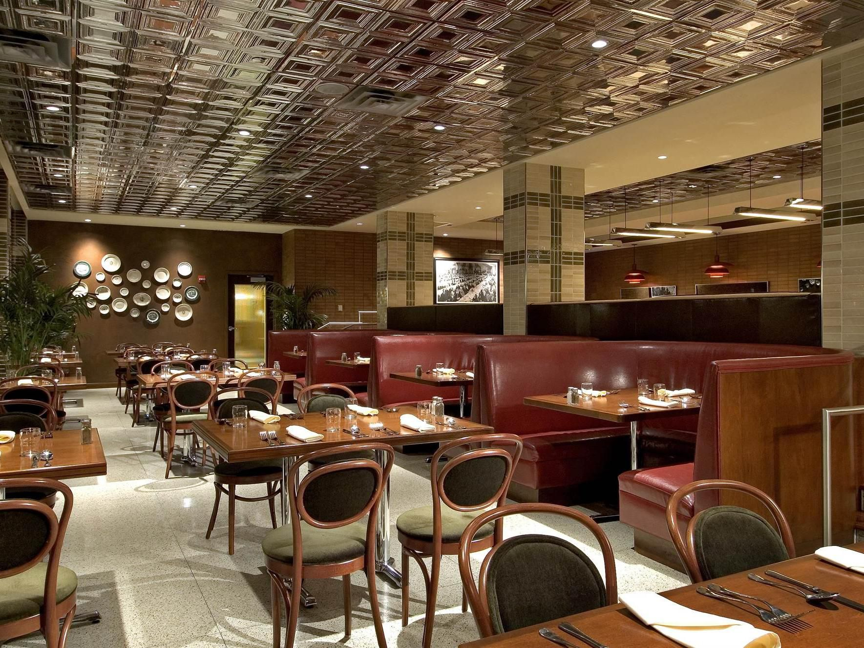 restaurants near chicago metro downtown crowne plaza