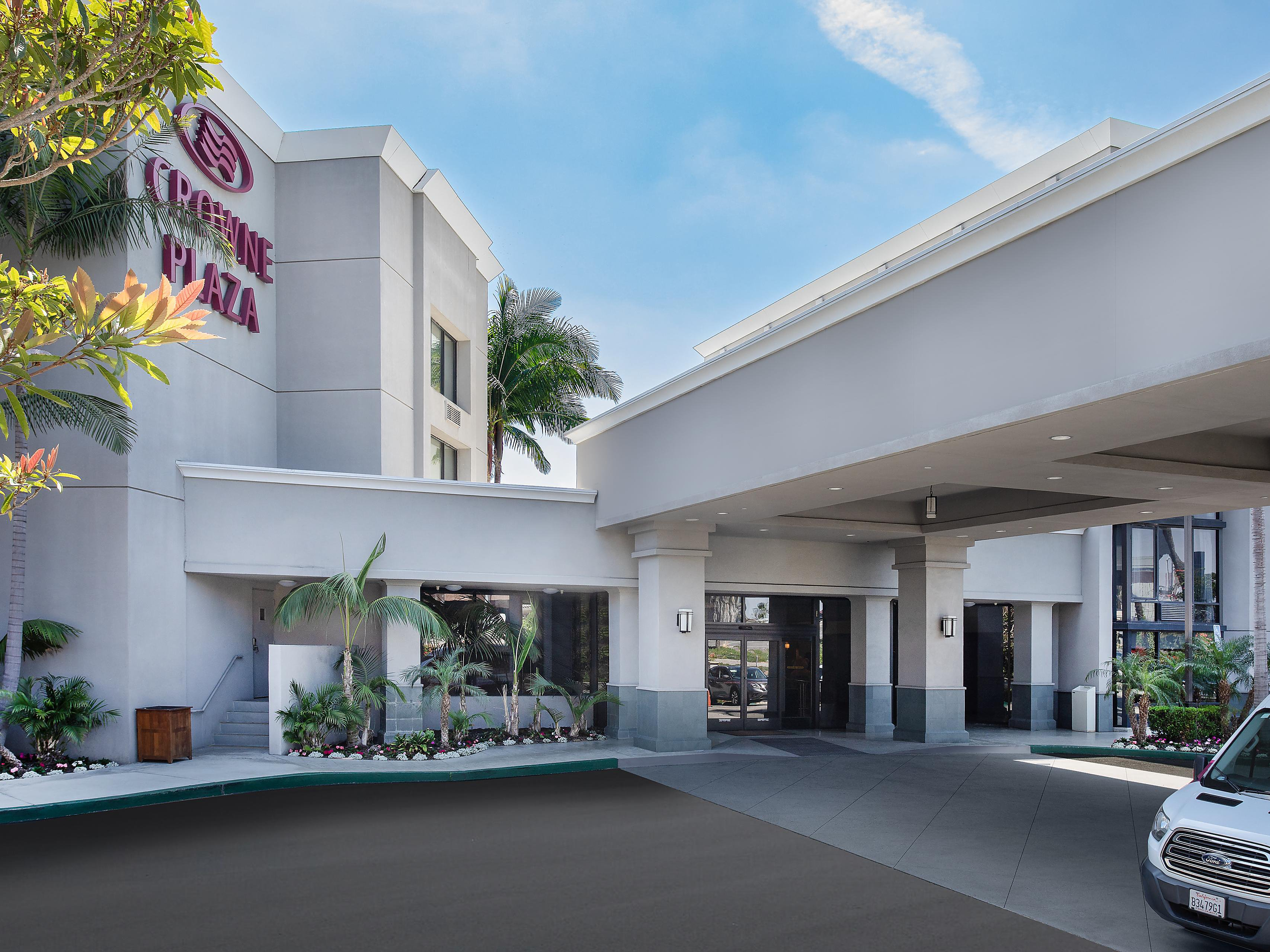 Hotels in Costa Mesa near John Wayne Airport | Crowne Plaza