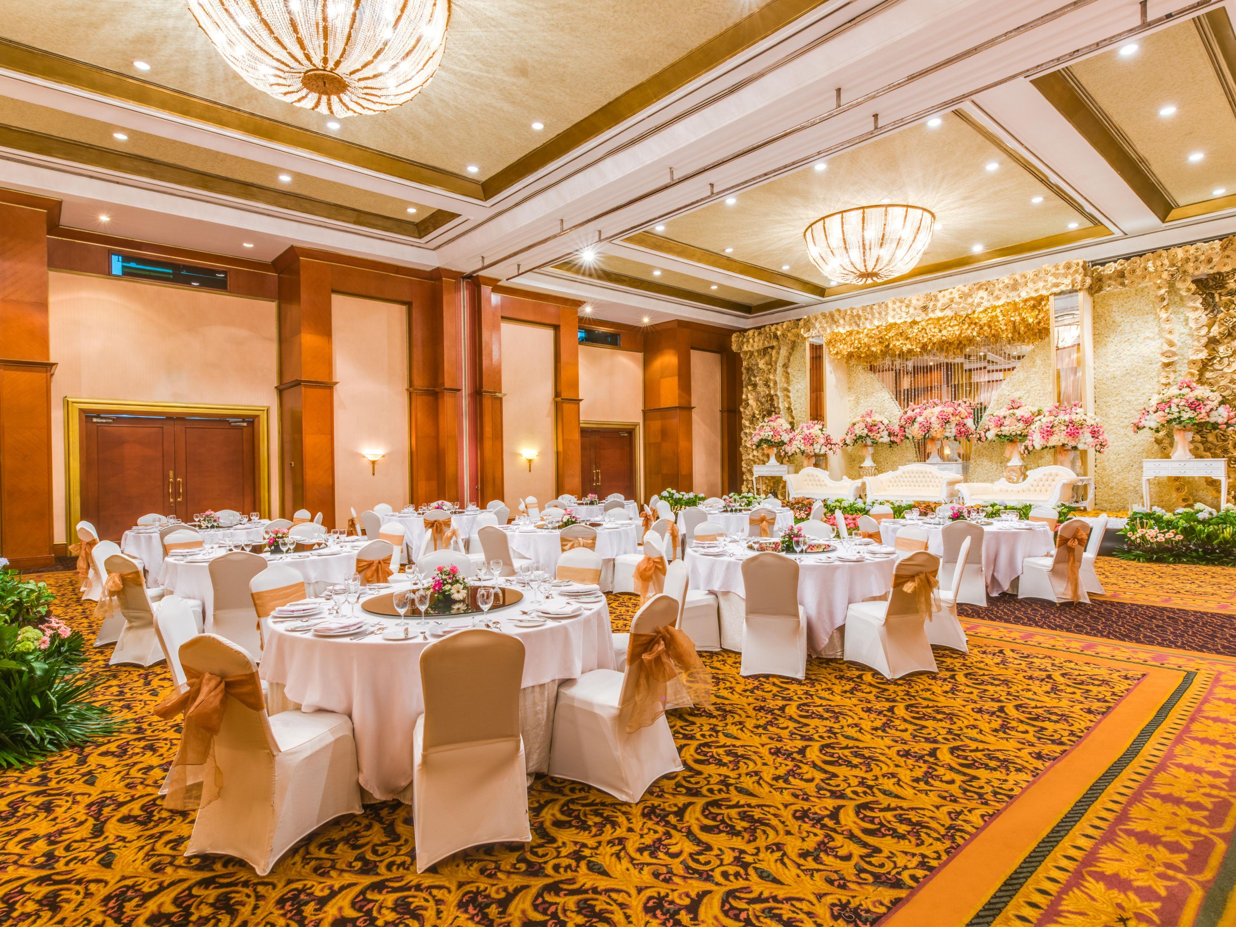 Crowne plaza jakarta hotel meeting rooms for rent tiara ballroom wedding reception junglespirit Gallery