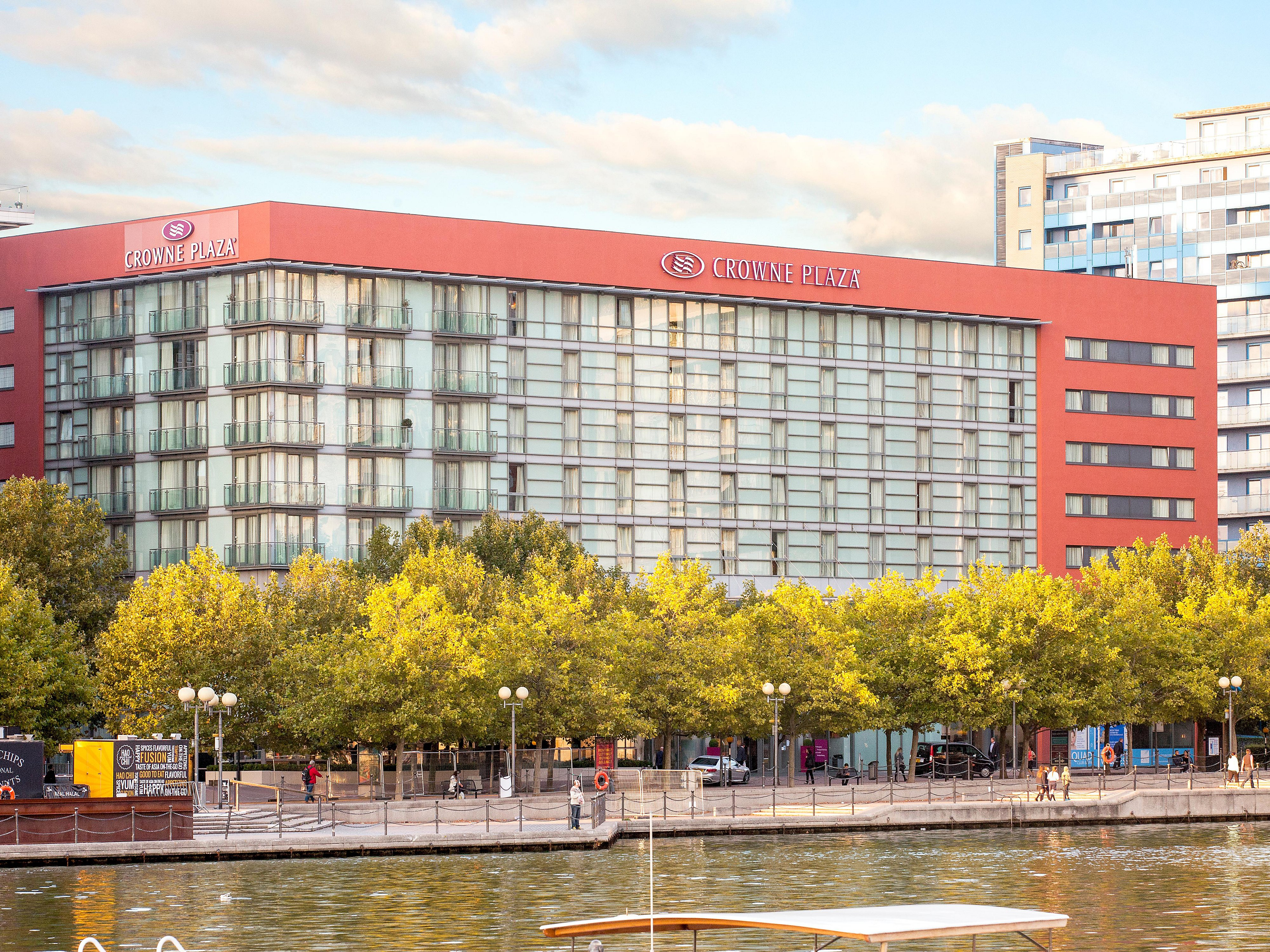 D Exhibition Docklands : Business hotel with pool: crowne plaza london docklands