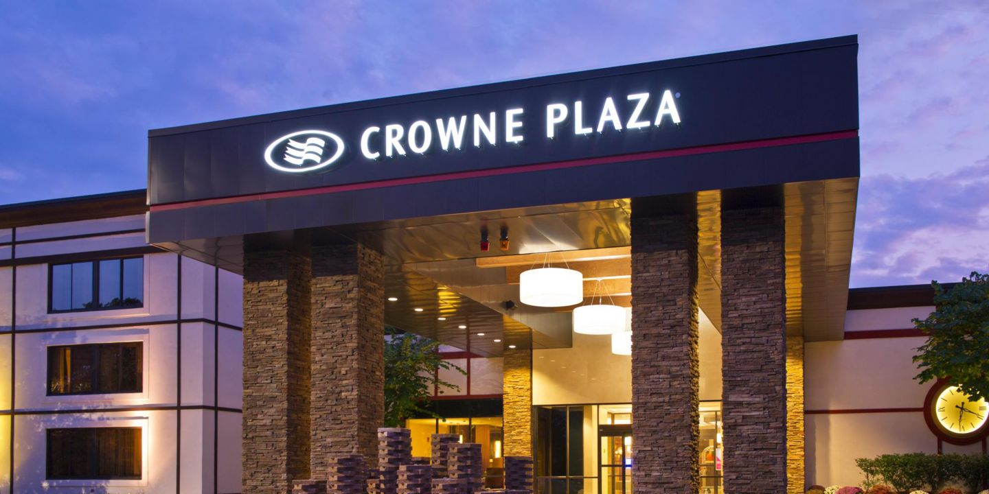 welcome to Crowne Plaza White Plains | Downtown Crowne Plaza White Plains-Downtown, New York Hotel Welcome to the Crowne Plaza White Plains-Downtown, a stylish contemporary hotel for work and play, located in vibrant downtown White Plains, NY, minutes from the Westchester County Airport and just 20 miles from mid-town Manhattan and the train station.