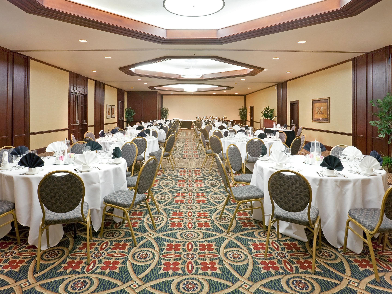 Crowne Plaza Suites Arlington Ballpark Stadium Hotel Meeting