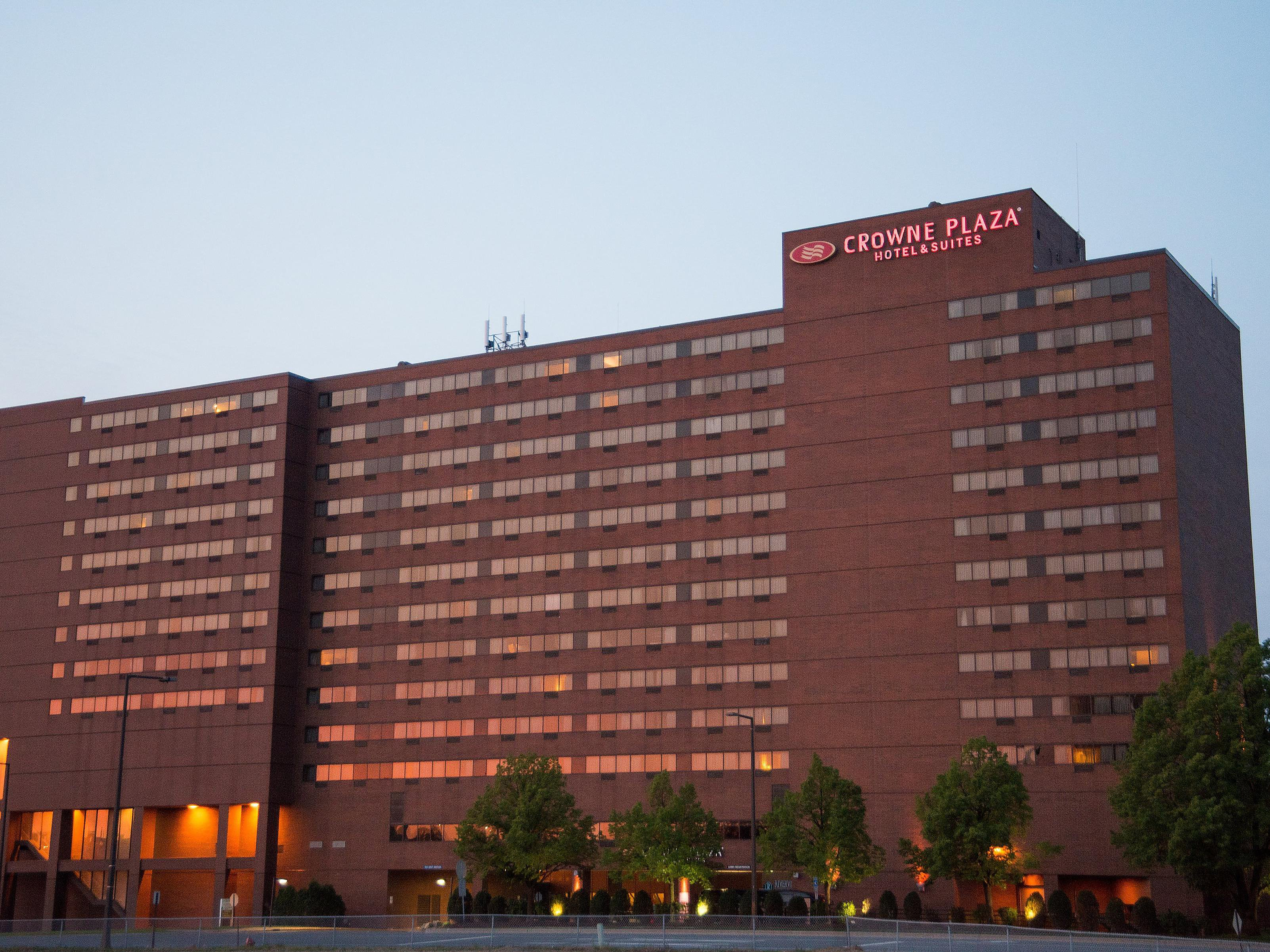 Sunset View Of The Crowne Plaza Msp Airport Moa